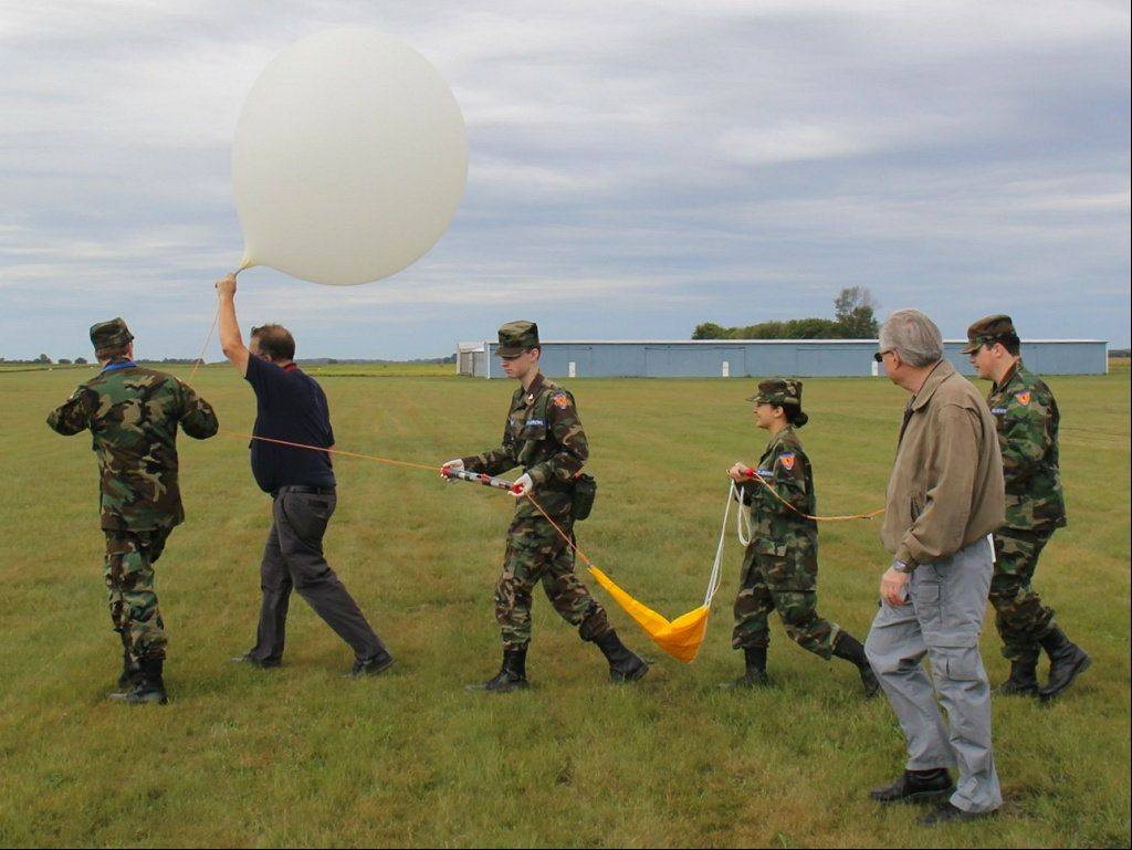 Cadets and senior officers from the Fox Valley Composite Squadron will attempt to break the world record for the highest paper airplane flight from a high-altitude balloon.