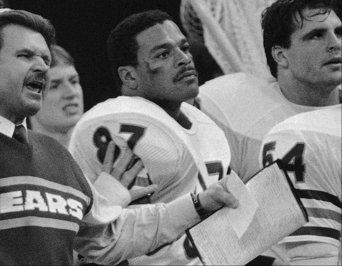 During his team's domination of Super Bowl XX in 1986, Bears head coach Mike Ditka still finds something to rile him as player Emery Moorehead, right, keeps his distance.