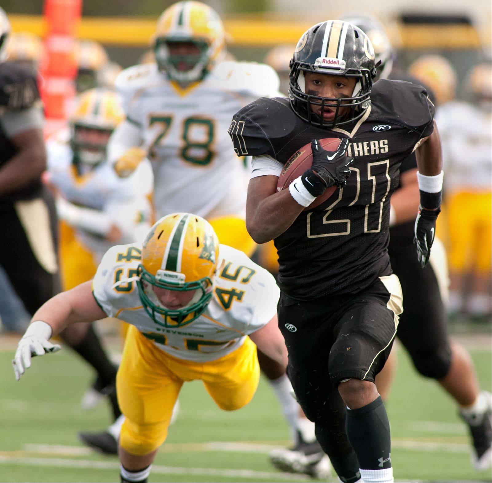 Glenbard North�s Justin Jackson eyes the endzone on a 47-yard touchdown run.