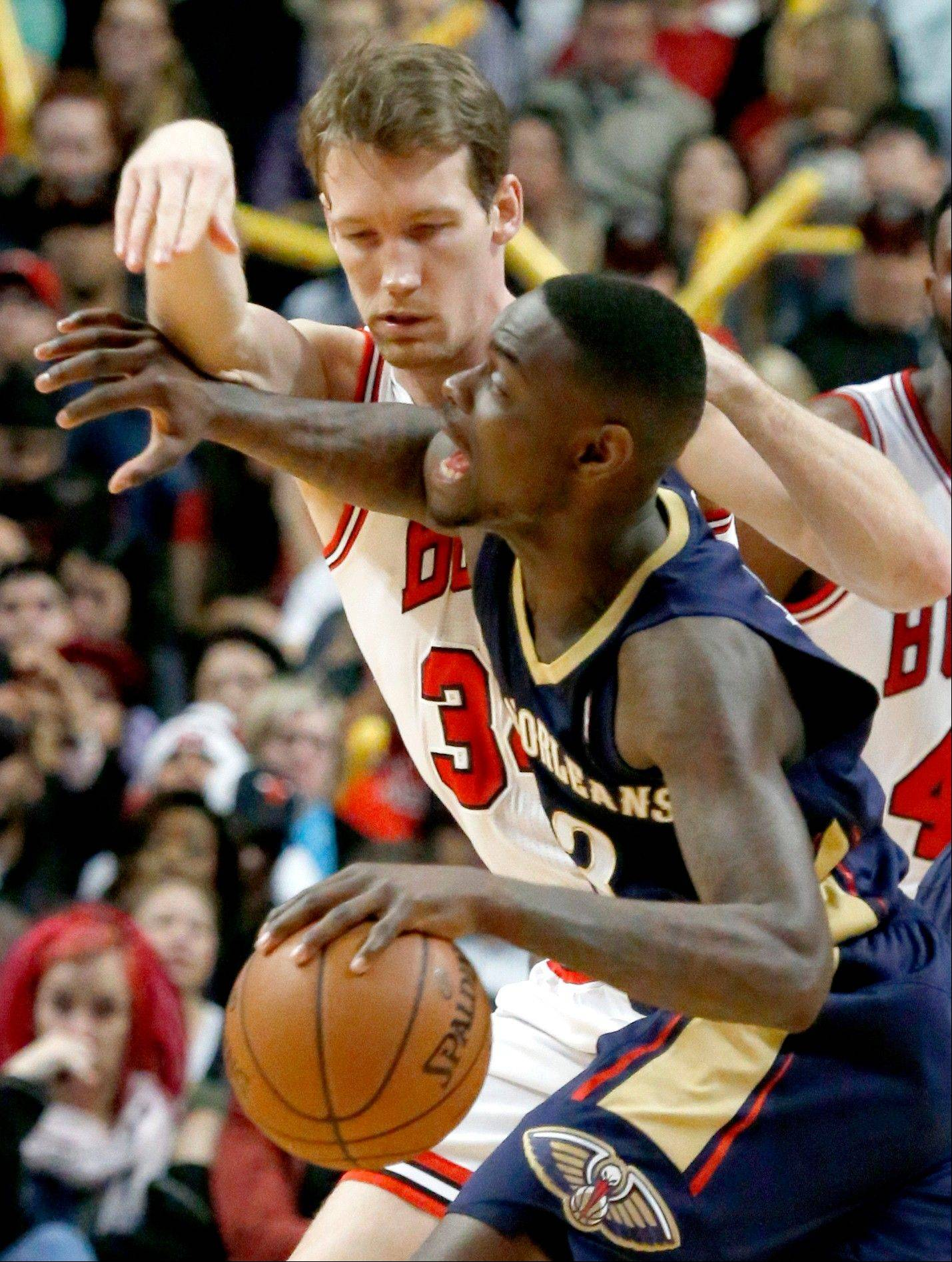 Bulls forward Mike Dunleavy pressures New Orleans Pelicans guard Anthony Morrow during a game last week.