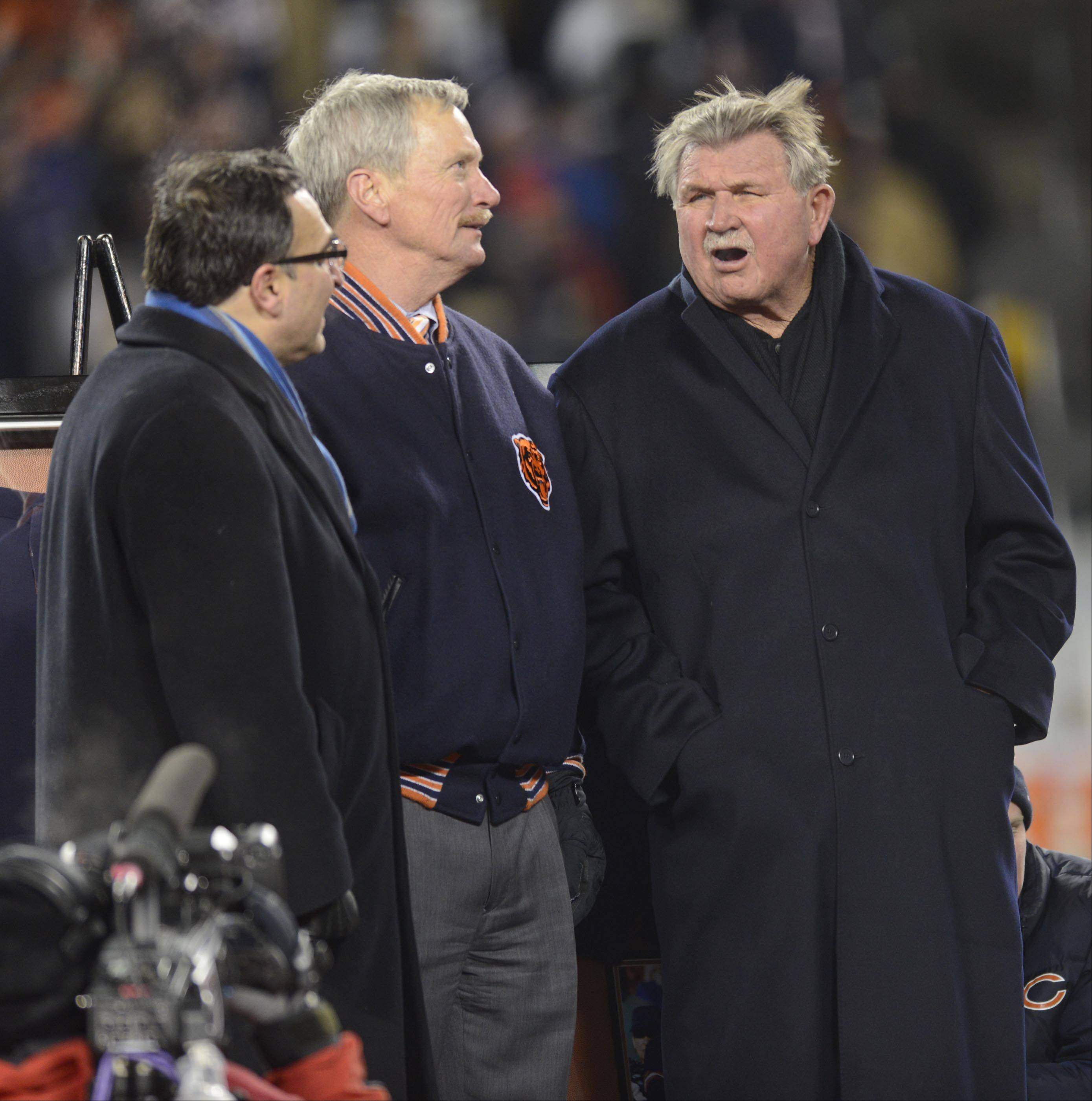 Former Chicago Bears head coach Mike Ditka talks with George McCaskey, Chairman of the Board of the Chicago Bears, and President Ted Phillips.