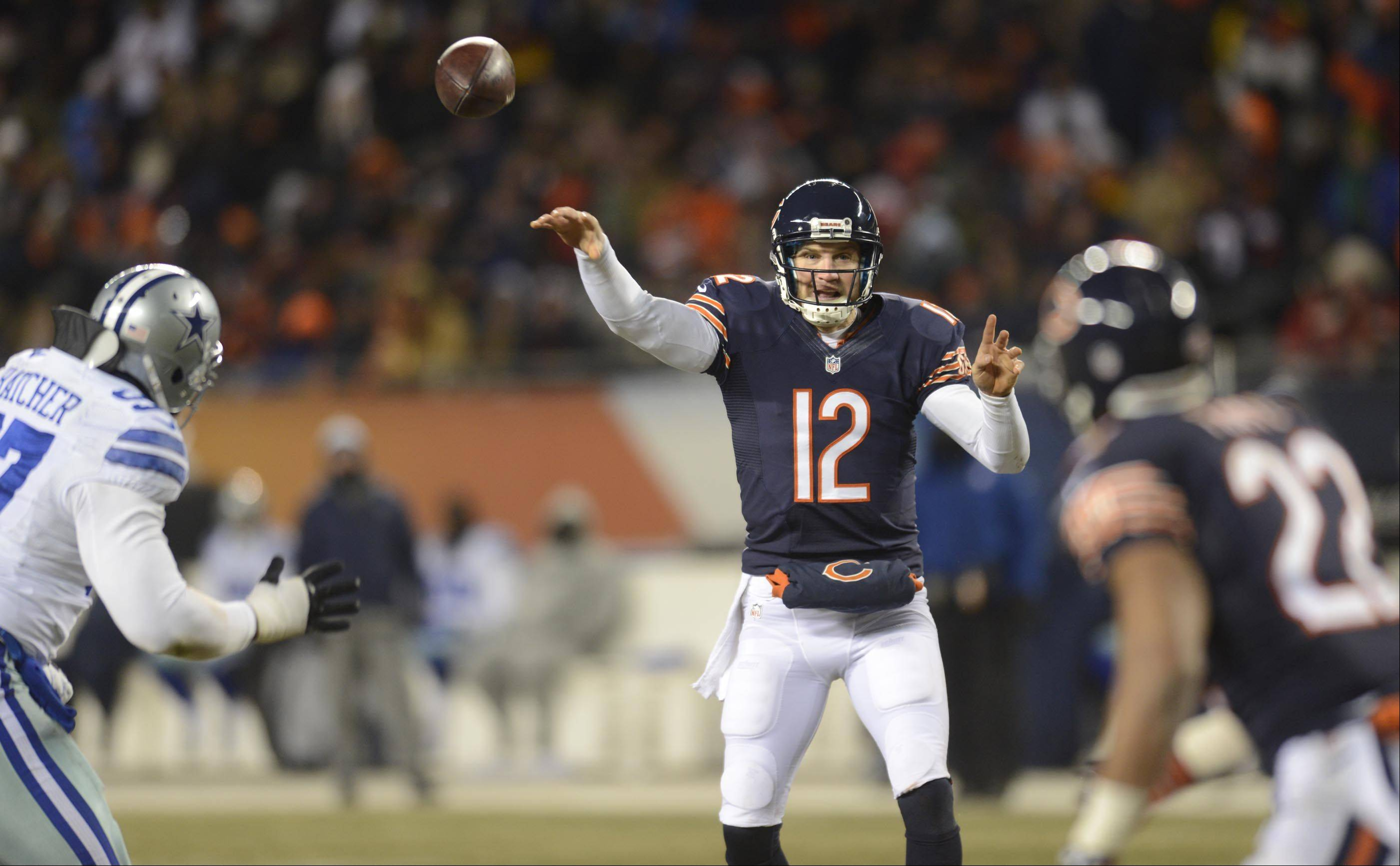 Chicago Bears quarterback Josh McCown throws to Matt Forte.