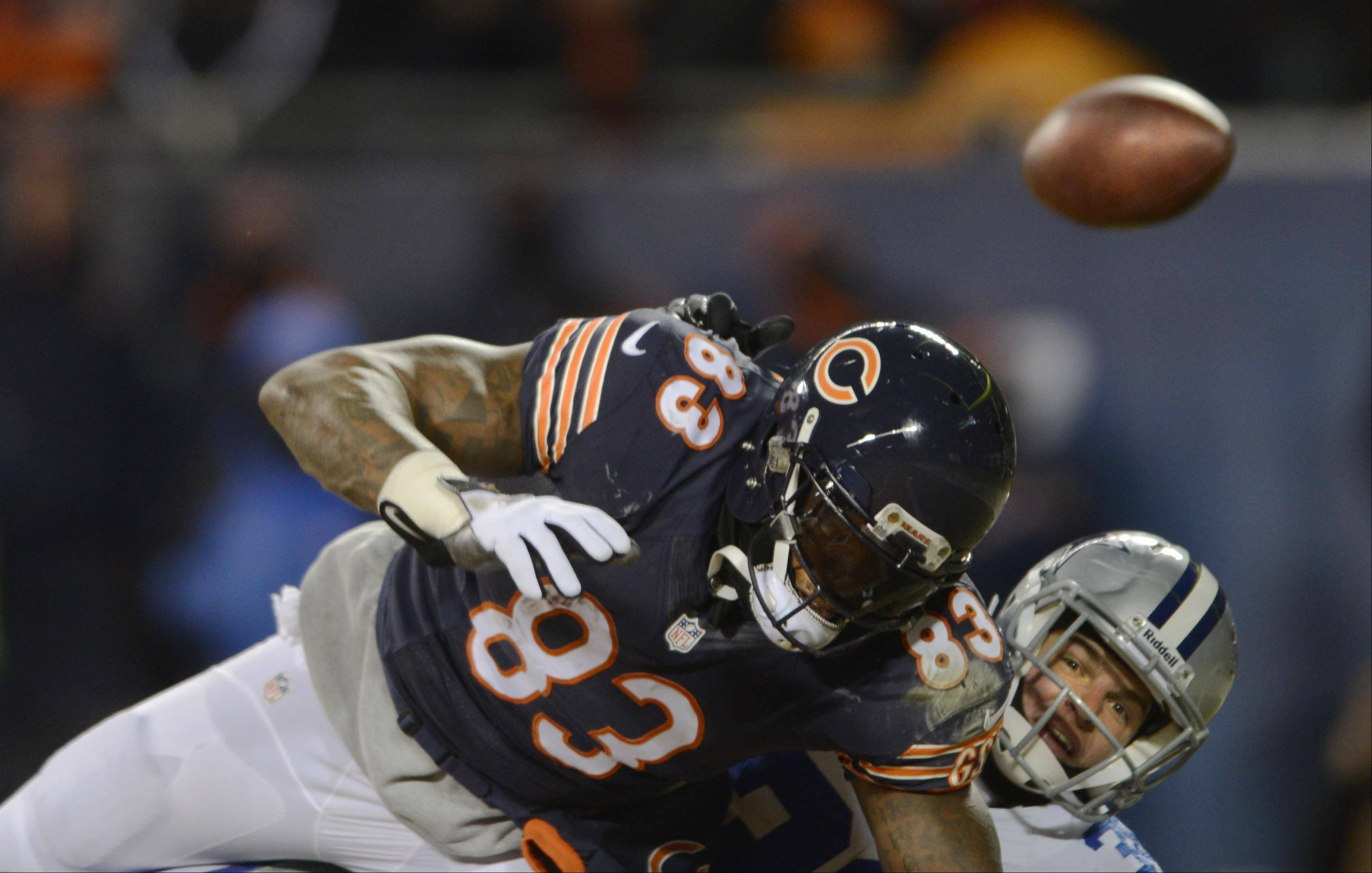 Chicago Bears tight end Martellus Bennett tries for a pass as Dallas Cowboys strong safety Jeff Heath defends.