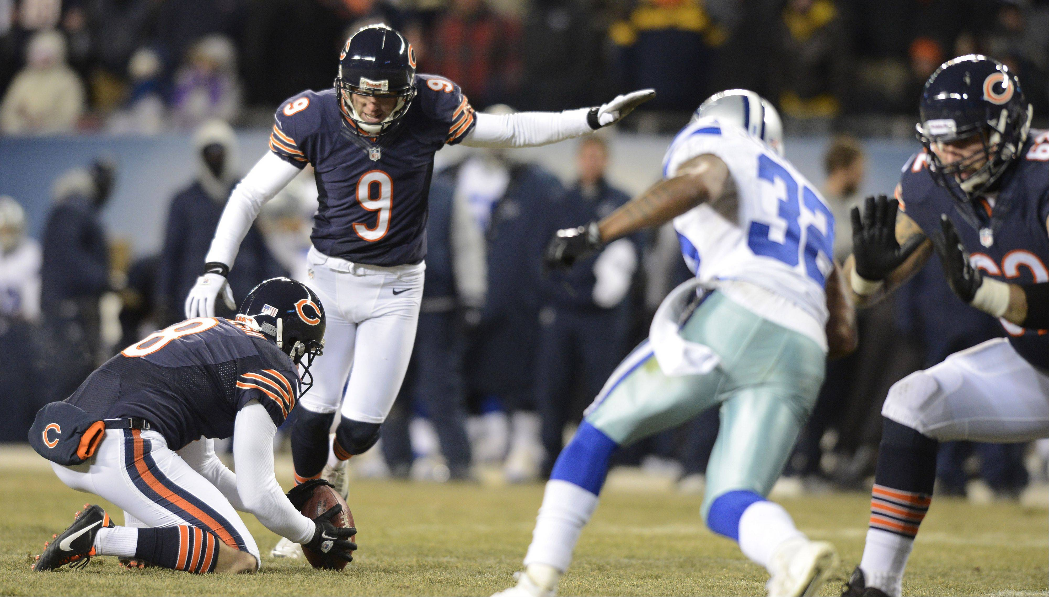 With Adam Podlesh holding, Chicago Bears kicker Robbie Gould kicks a field goal.