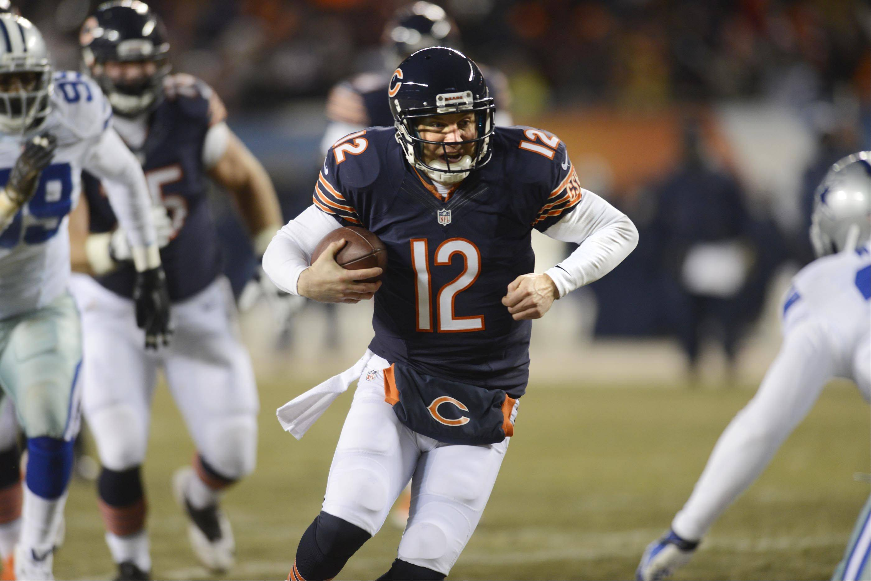 Chicago Bears quarterback Josh McCown runs for a touchdown in the second quarter.