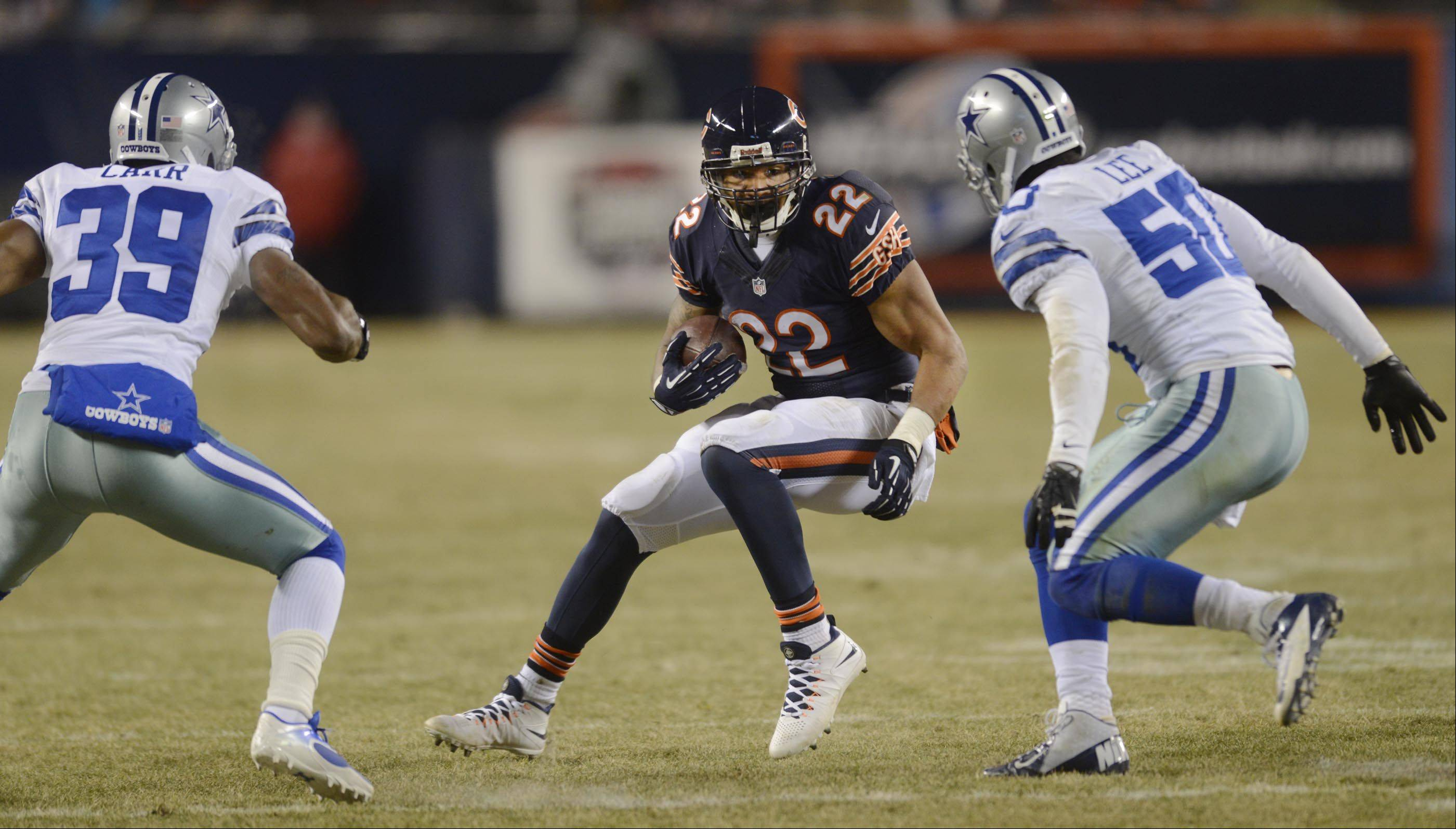 Chicago Bears running back Matt Forte looks for a hole against Dallas Cowboys cornerback Brandon Carr and linebacker Sean Lee.