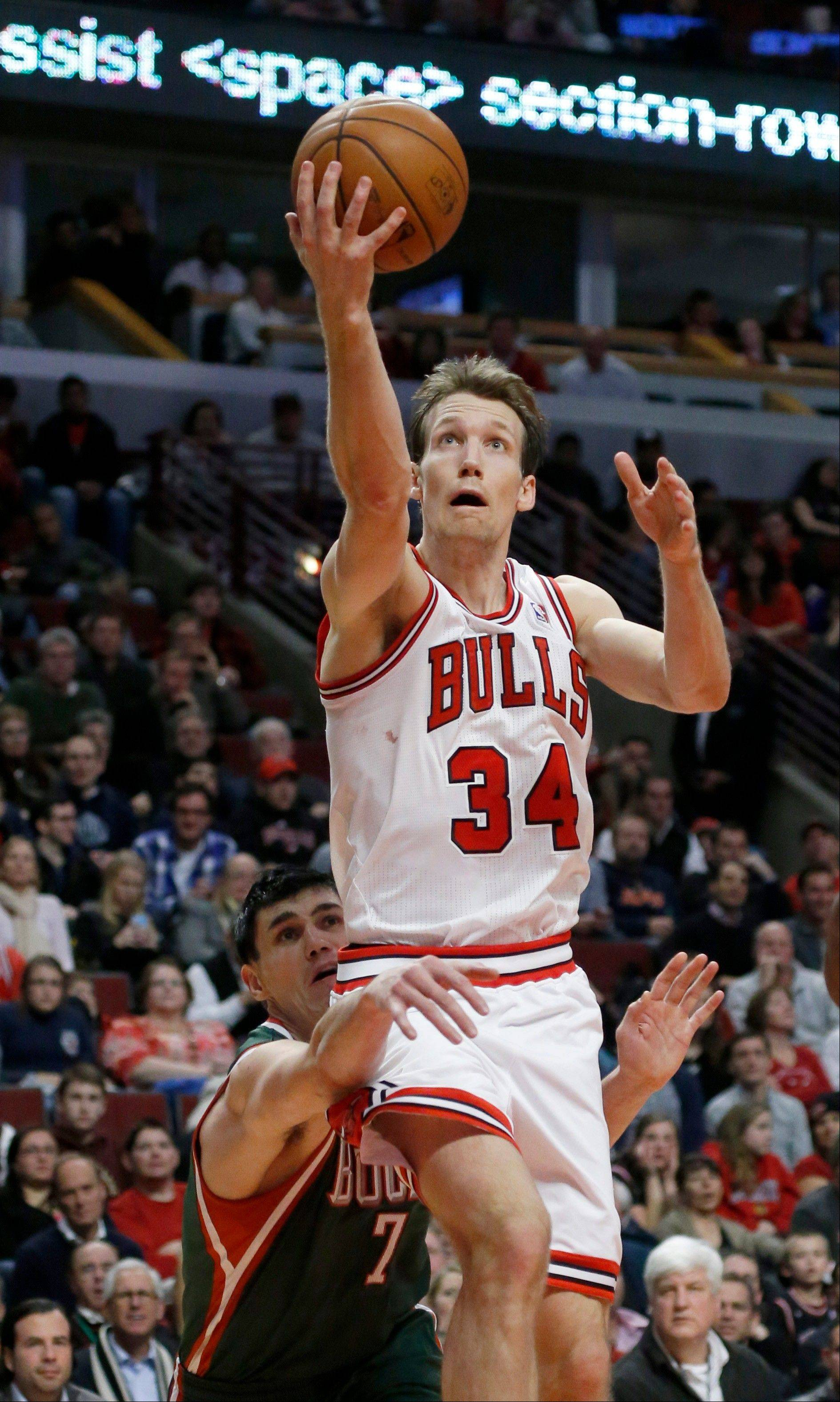 The Bulls' Mike Dunleavy drives to a basket on his way to 24 points in Tuesday night's loss to the Bucks.