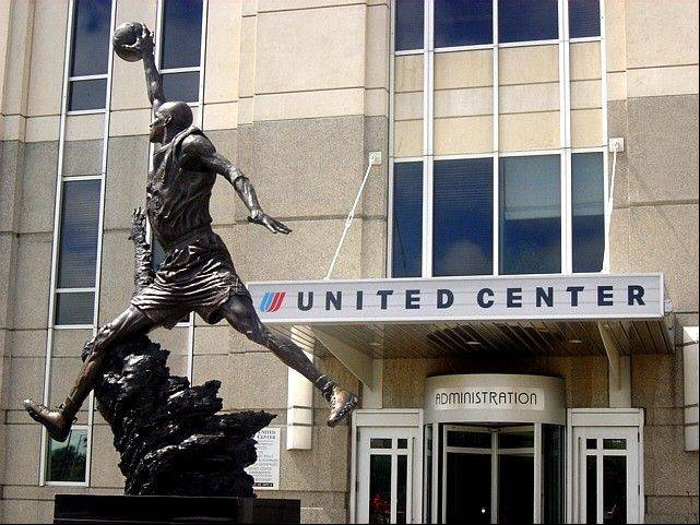 All those blue United Center signs can stay right where they are. The home of the Chicago Bulls and Chicago Blackhawks is going to keep its name for a long time.
