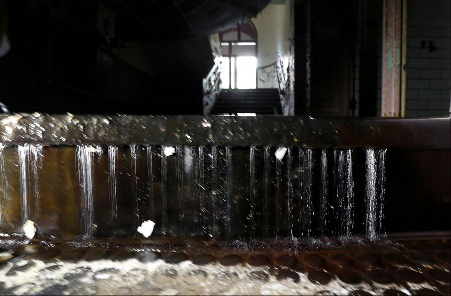 Detroit's water drains away from ravaged pipes
