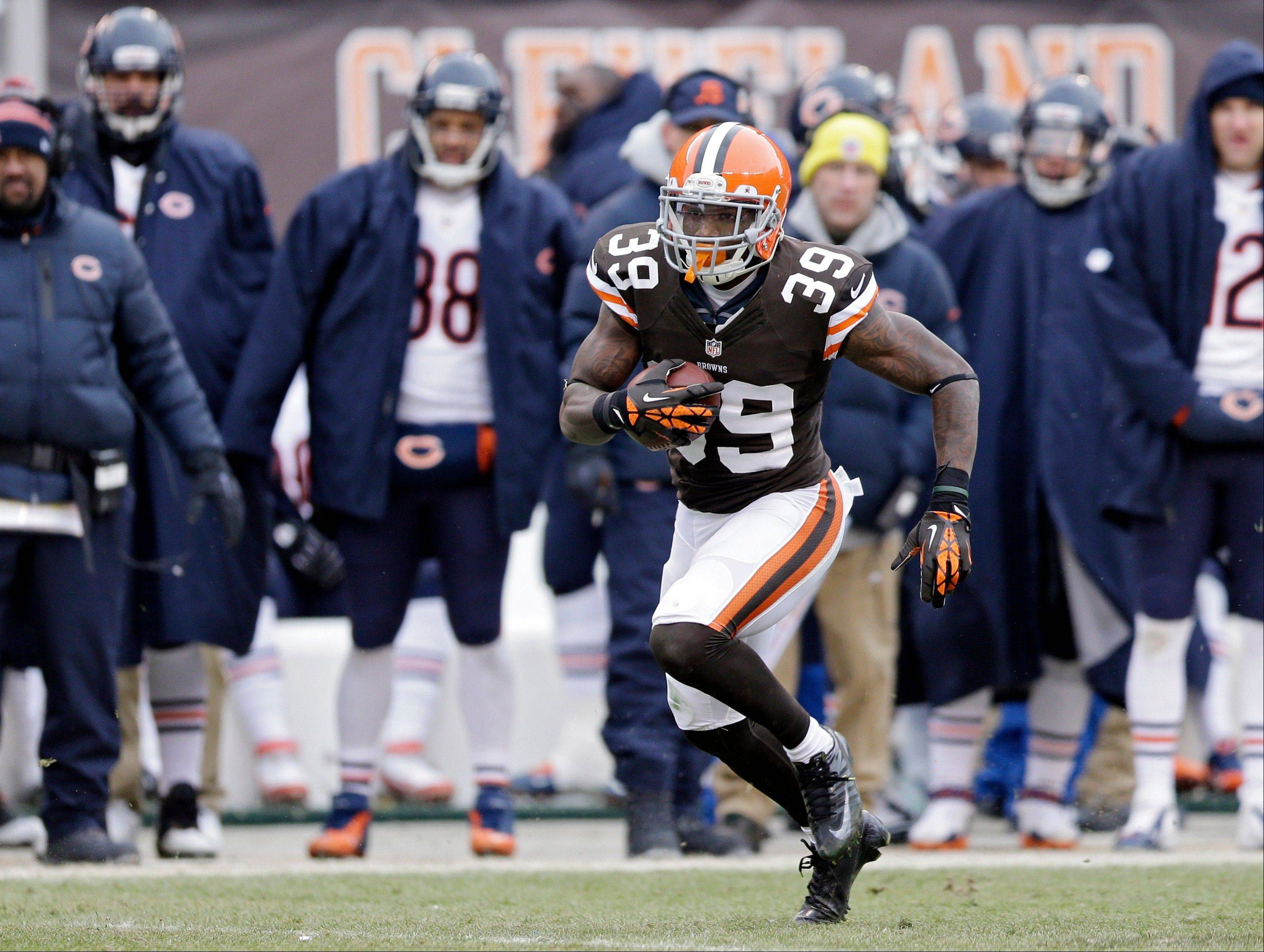 Cleveland Browns free safety Tashaun Gipson (39) returns in interception 44 yards for a touchdown against the Chicago Bears in the first half.