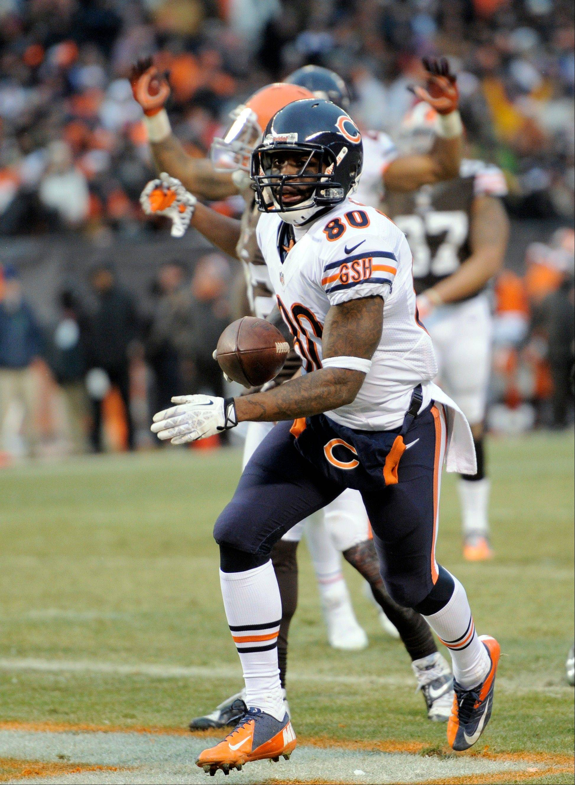 Chicago Bears wide receiver Earl Bennett (80) runs in to score on a 4-yard touchdown catch against the Cleveland Browns in the fourth quarter.