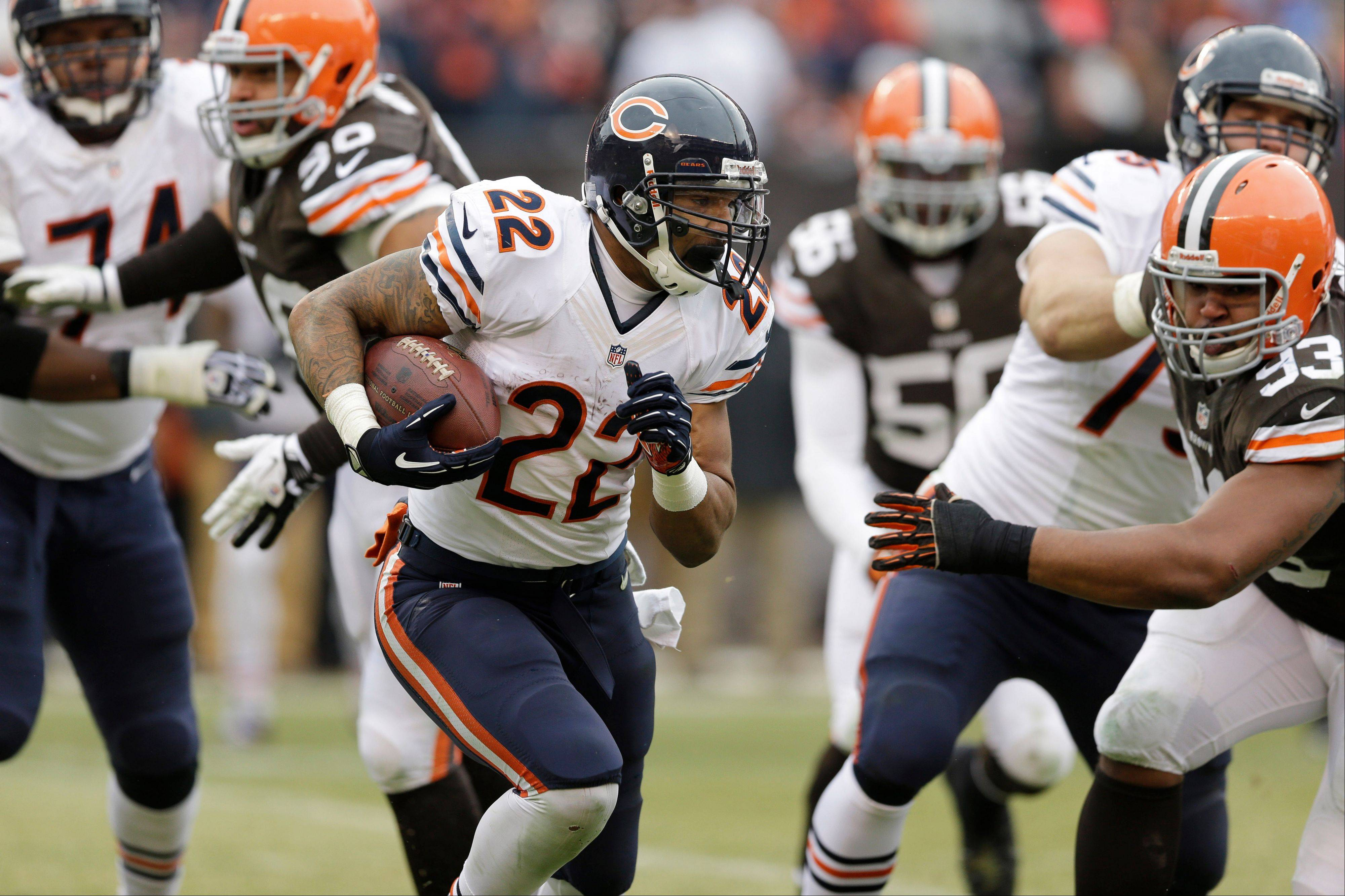 Chicago Bears running back Matt Forte (22) runs against the Cleveland Browns in the second quarter.