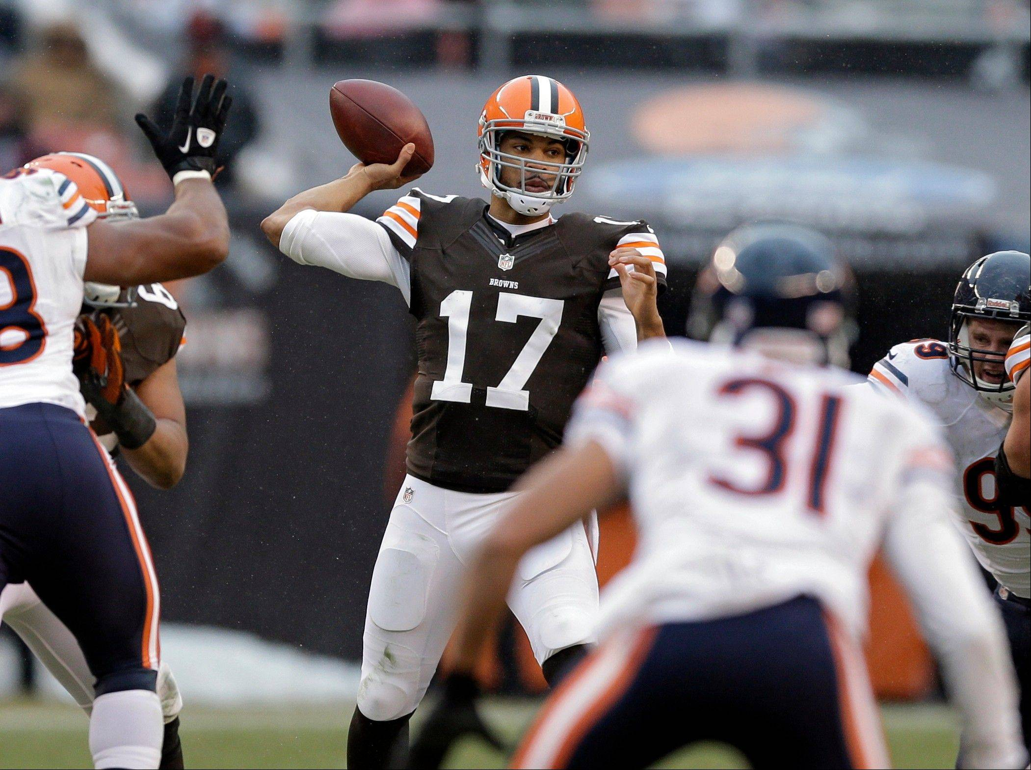 Cleveland Browns quarterback Jason Campbell (17) passes against the Chicago Bears in the fourth quarter.