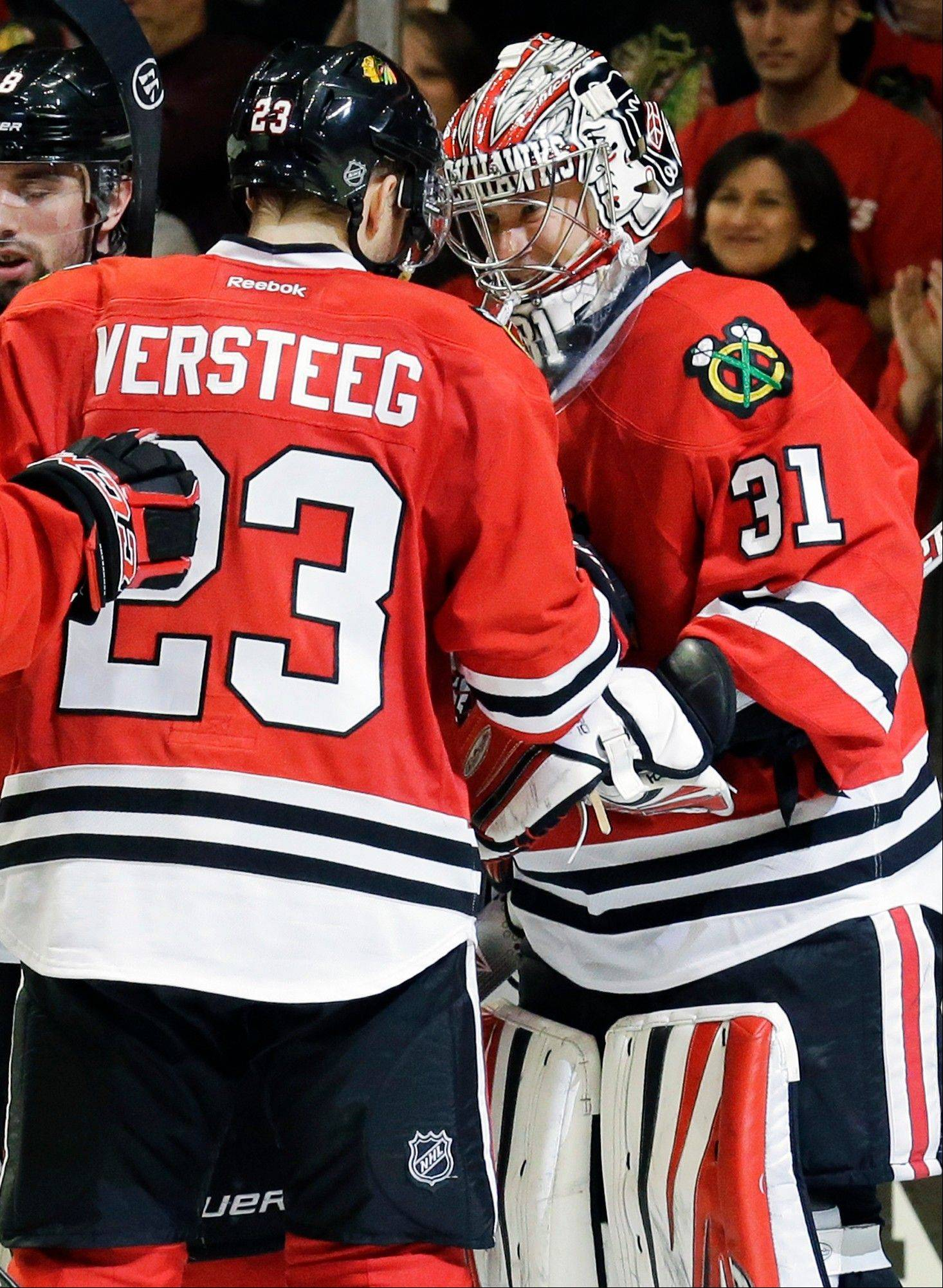 Blackhawks goalie Antti Raanta is congratulated by Kris Versteeg after Sunday night's 3-1 victory over the Kings at the United Center.