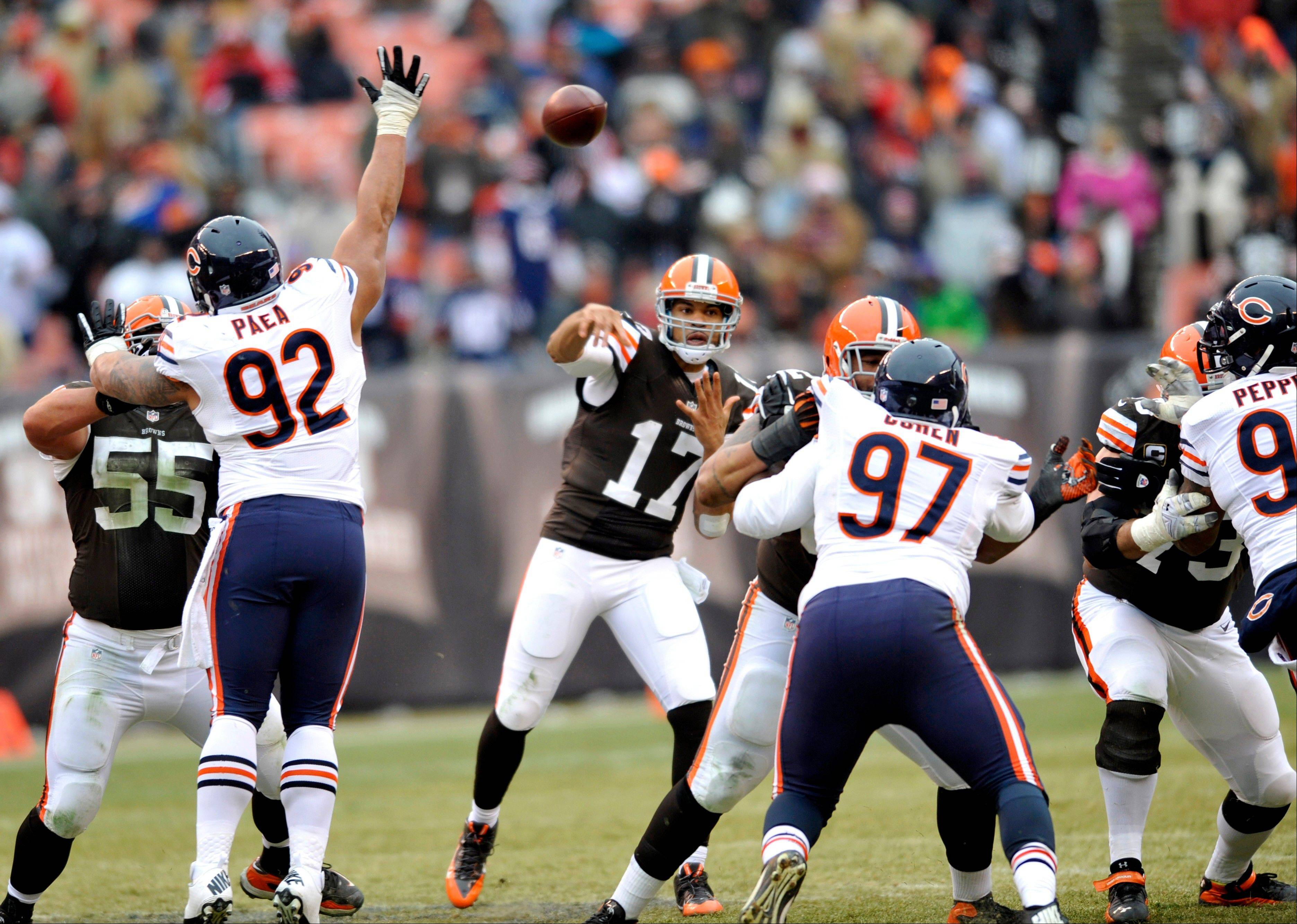 The Bears' defense held quarterback Jason Campbell and the Browns' offense to 10 points until a late TD pass Sunday in Cleveland.