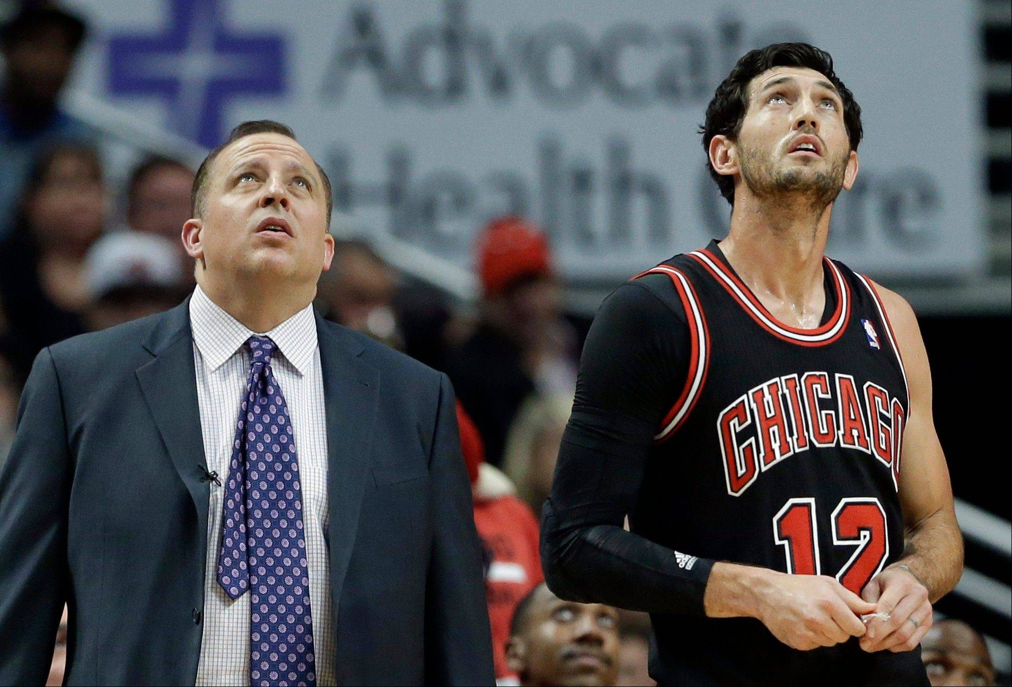 Tom Thibodeau, left, said that Kirk Hinrich (back) is �feeling better� but the Bulls� guard is questionable at best for Wednesday�s game in Houston.