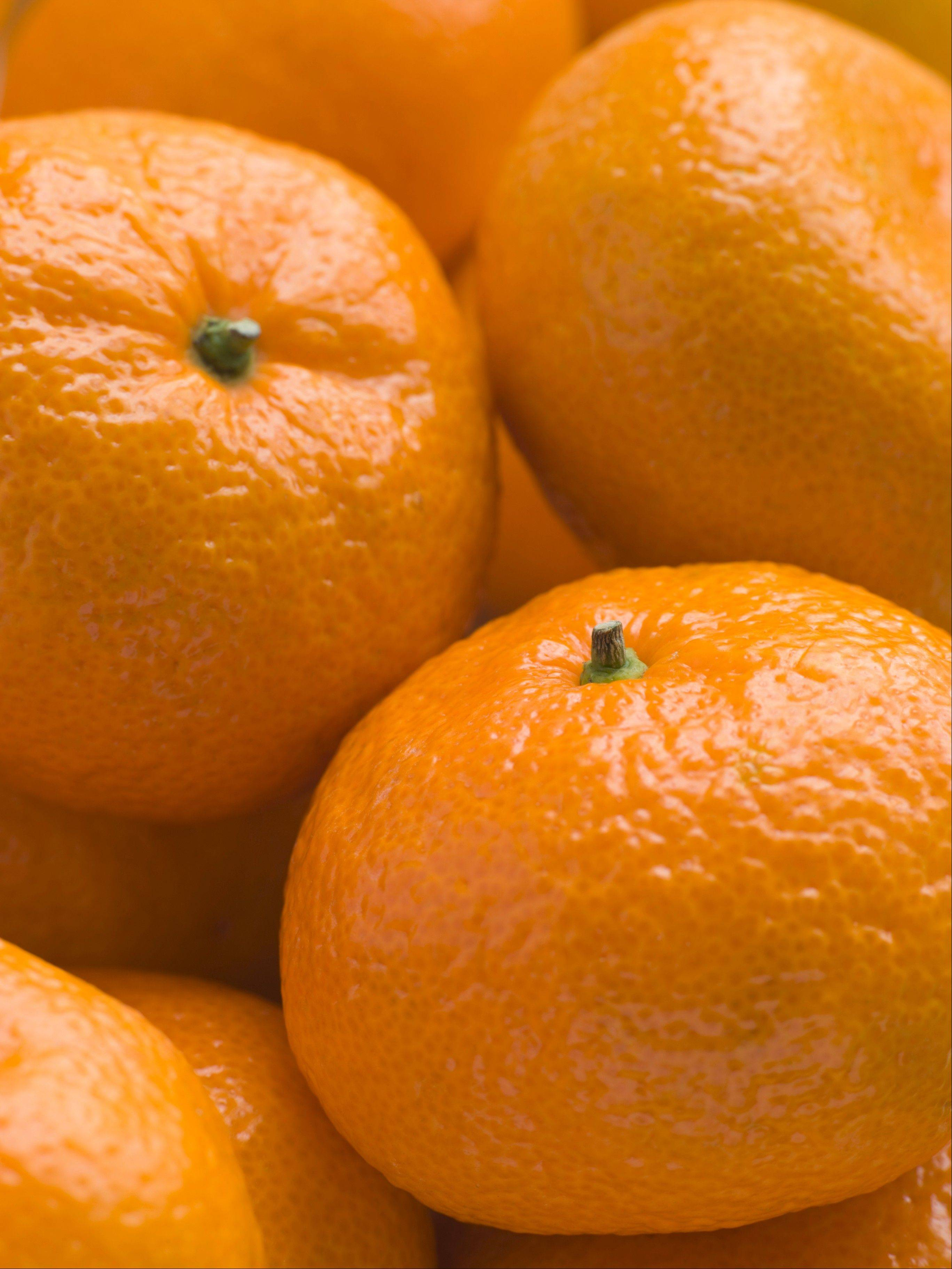 Satsumas and other oranges in the mandarin family contain higher amounts of some phytochemicals than are found in other orange varieties.