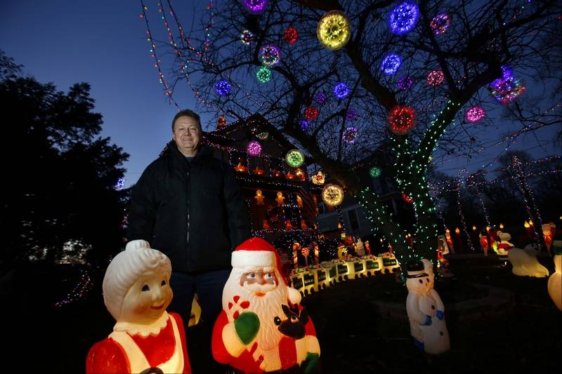 the ornaments that hang in elgin resident mike arnolds tree were something that he saw with - Moving Christmas Lights