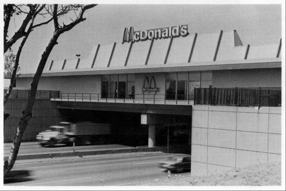 The Des Plaines Oasis, built in 1959, will be demolished next year to make way for widening of the Jane Addams Tollway and an extension of the Elgin-O'Hare Expressway.