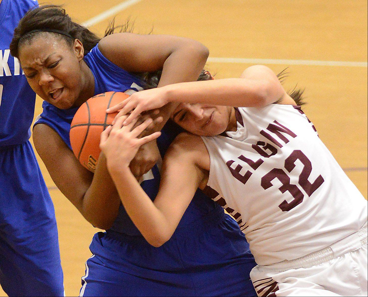 Larkin's Shawndre'a Hill (21) and Elgin's Jess Ramirez (32) wrestle for a rebound during Friday's game in Elgin.
