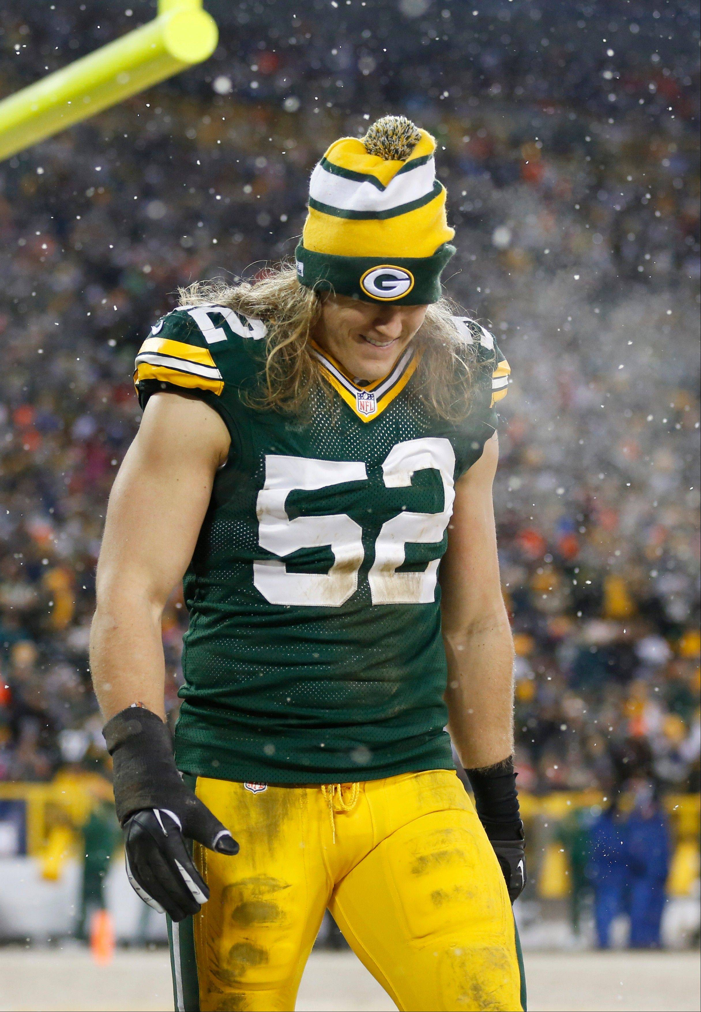 The Packers' Clay Matthews walks off the field after an injury during the first half of Sunday's game against the Pittsburgh Steelers in Green Bay, Wis.