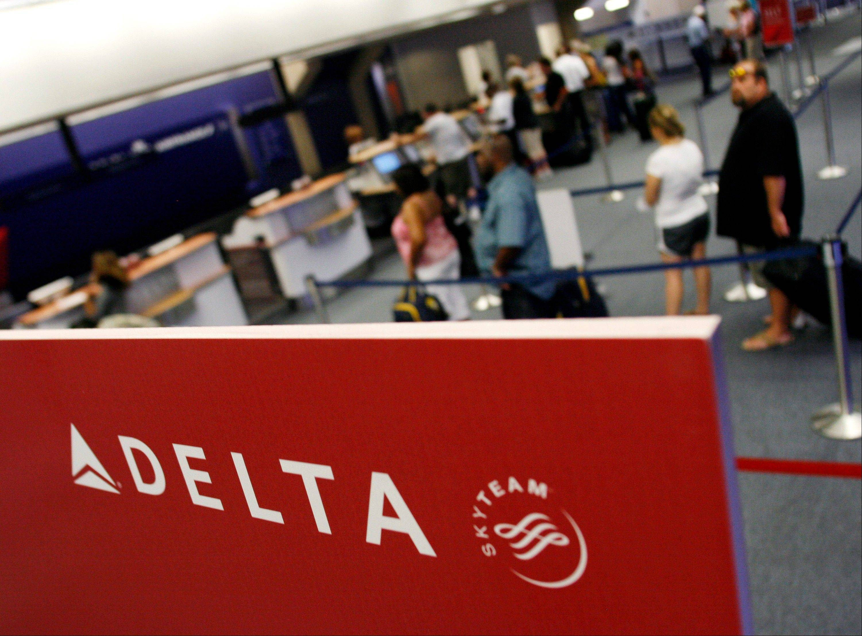 Some lucky fliers capitalized on a computer glitch Thursday and scored some really cheap flights on Delta Air Lines.