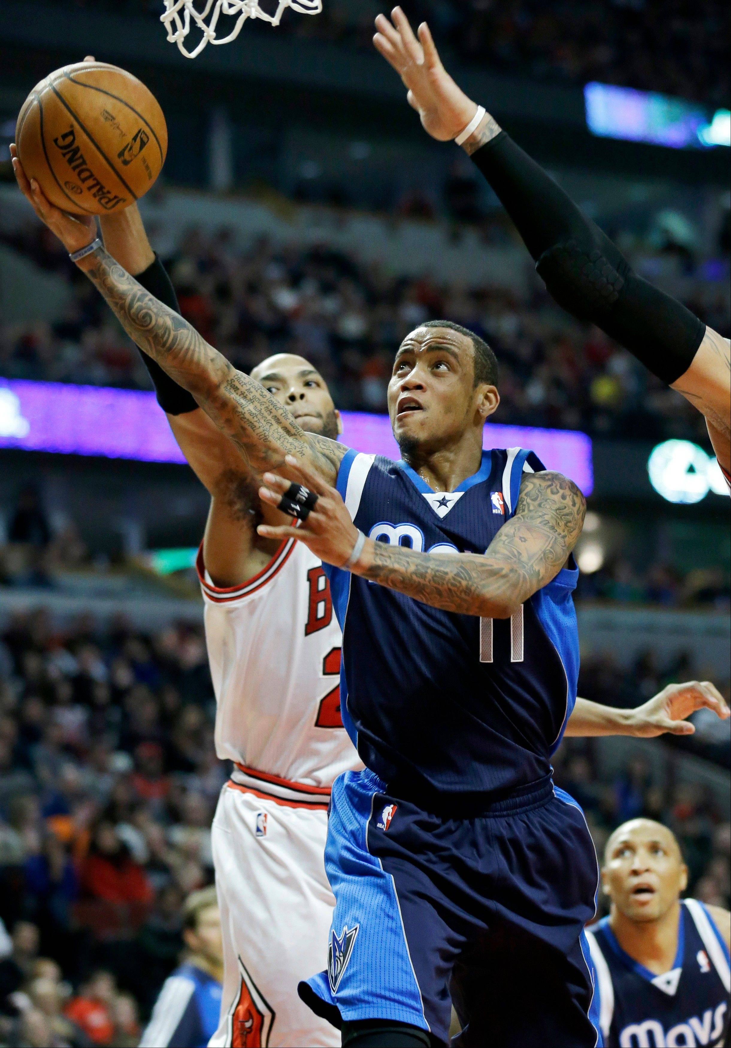 Dallas Mavericks guard Monta Ellis (11) drives to the basket against Chicago Bulls forward Taj Gibson during the first half of an NBA basketball game in Chicago on Saturday, Dec. 28, 2013. (AP Photo/Nam Y. Huh)