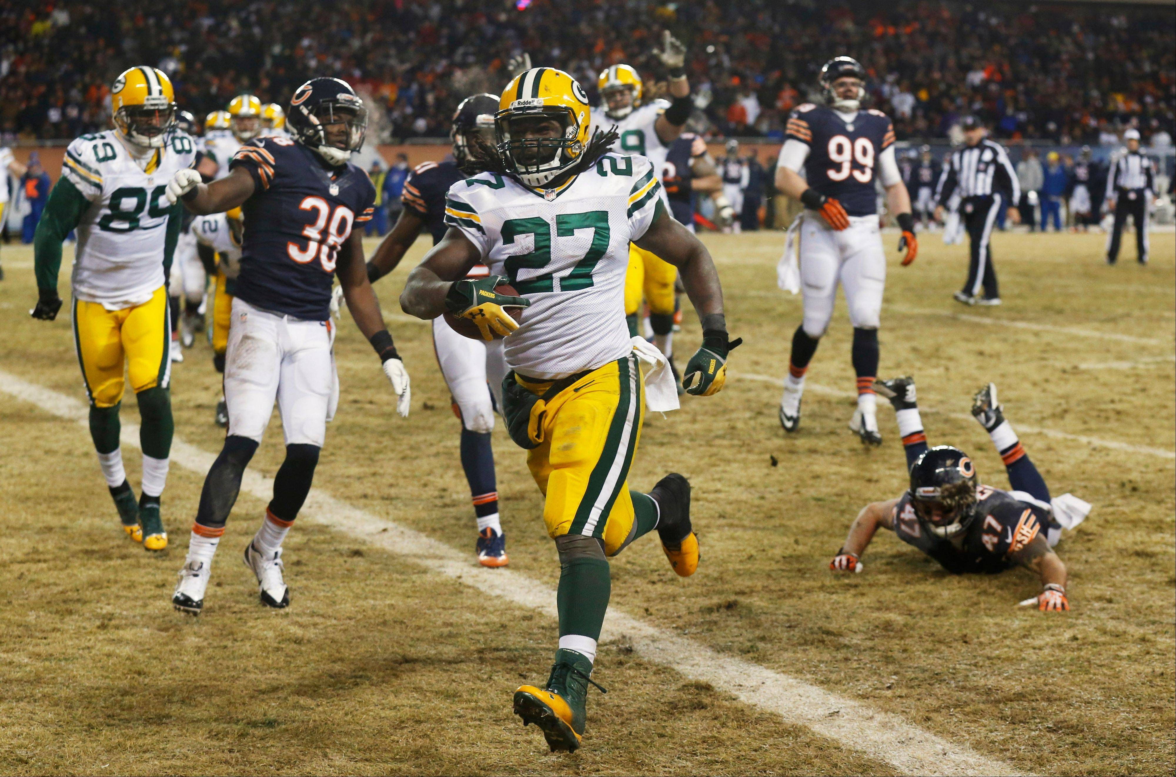 Green Bay Packers running back Eddie Lacy runs into the end zone for a touchdown during Sunday�s second half at Soldier Field.