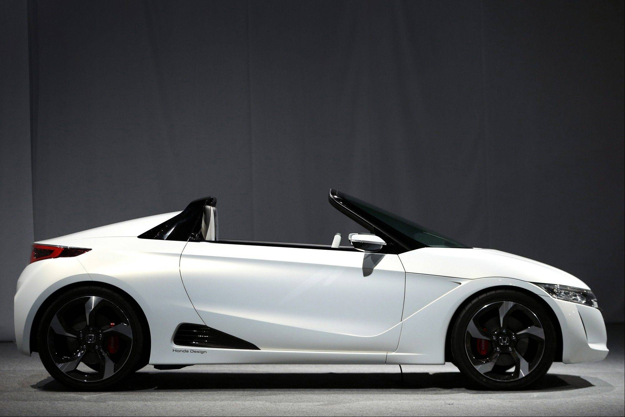 At the Tokyo Motor Show opening this week, Honda will unveil the two-seat S660 convertible, its first mini sports car since 1996. Daihatsu has a rival model with panels that can be changed like an iPhone cover. More than a third of the show's debuts will be mini vehicles, up from about 14 percent in 2011, data compiled by Bloomberg show.