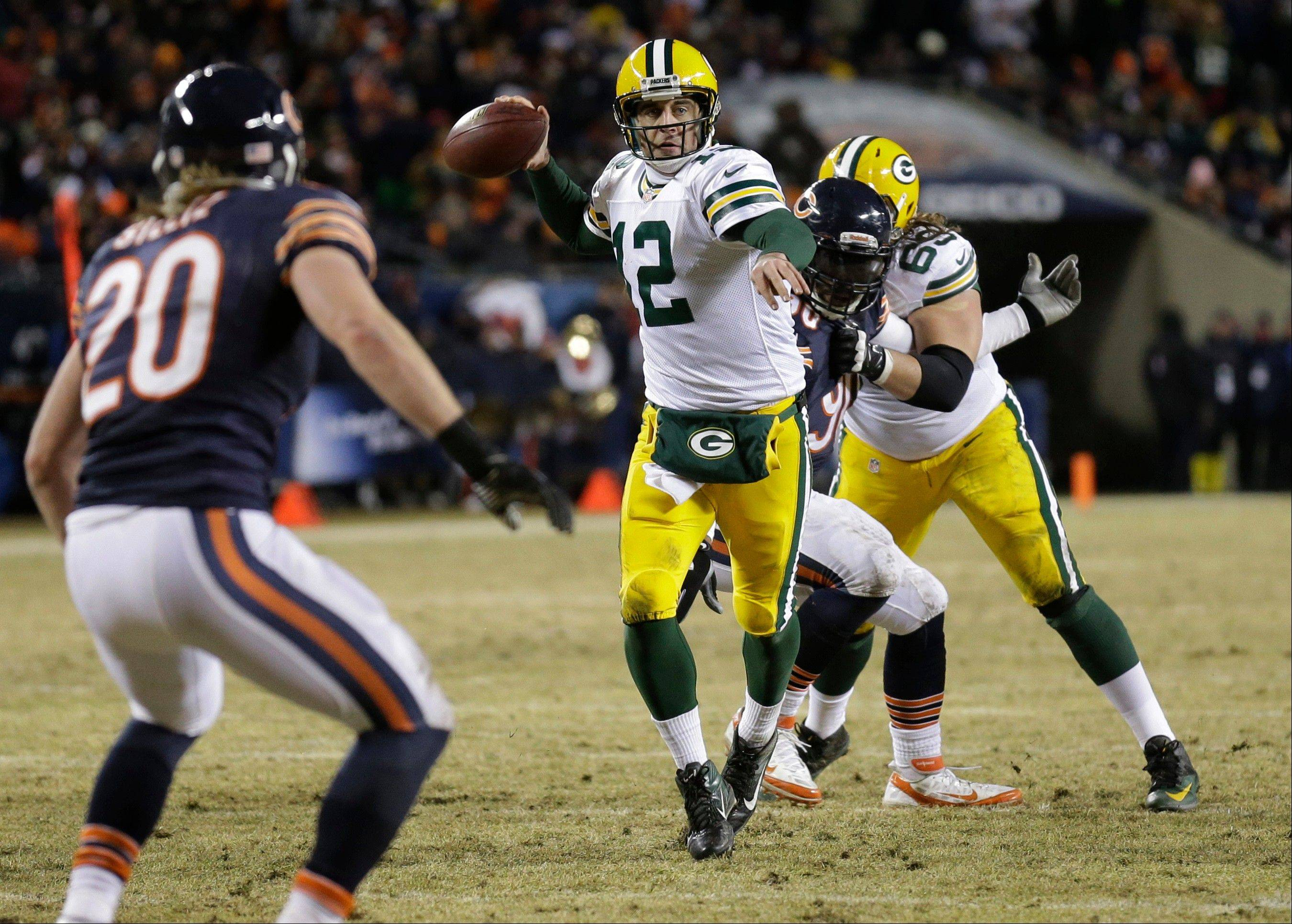 Green Bay Packers quarterback Aaron Rodgers (12) throws a touchdown pass to Green Bay Packers wide receiver Randall Cobb during the second half.