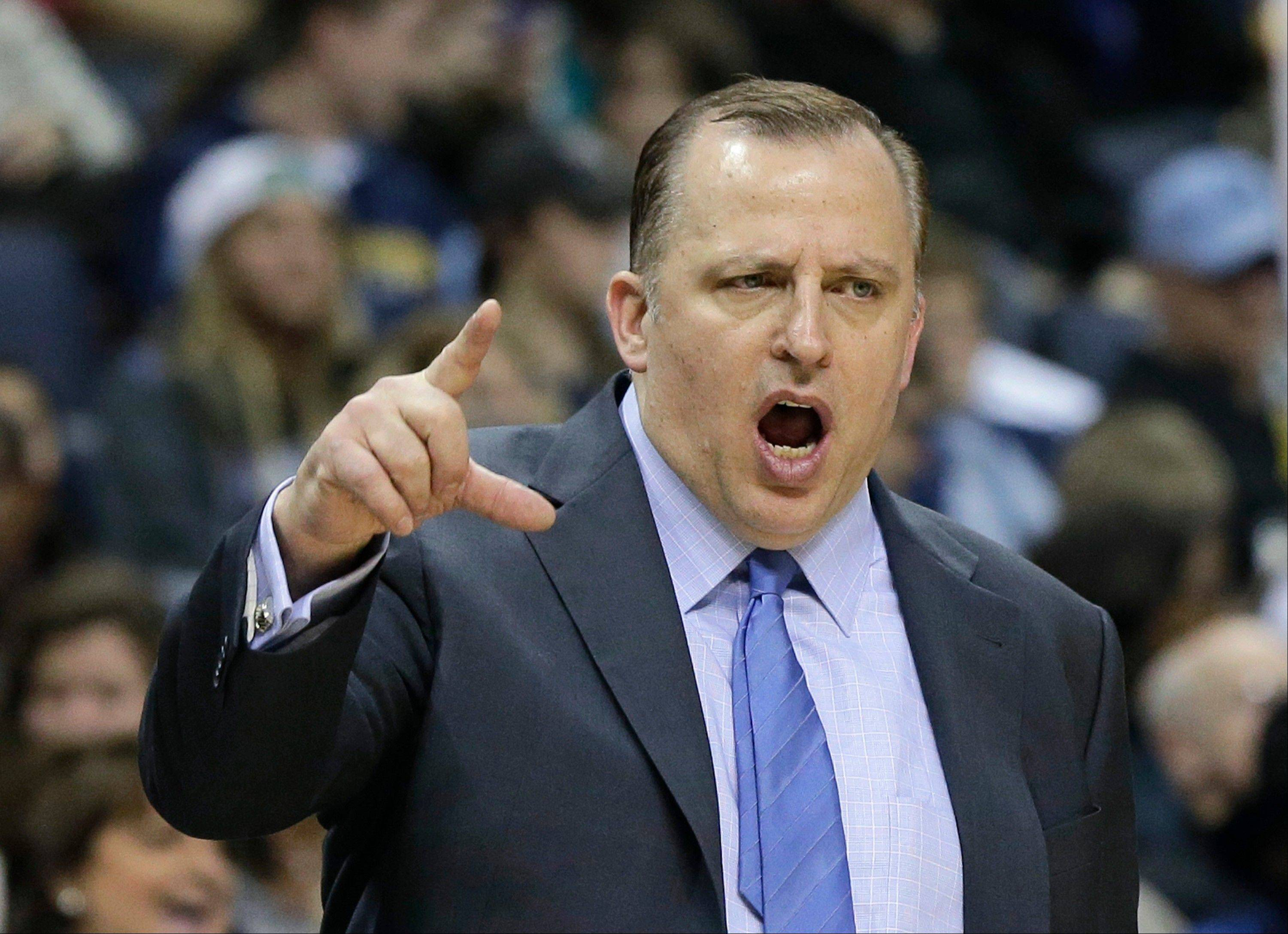Bulls coach Tom Thibodeau shouts during the second half of Monday night�s victory over the Memphis Grizzlies. Earlier Monday, Thibodeau attending his father�s funeral.