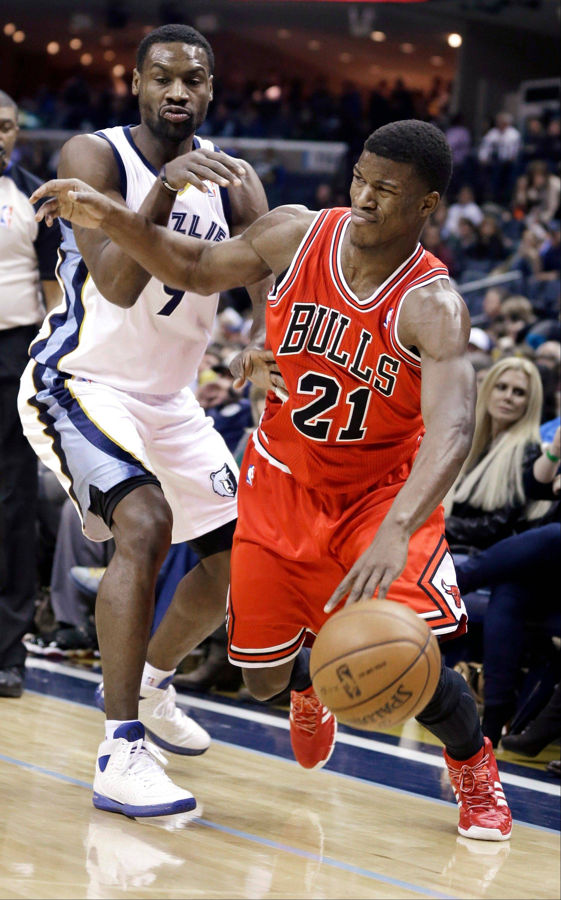 The Bulls� Jimmy Butler drives past the Grizzlies� Tony Allen in the first half of Monday�s game in Memphis, Tenn.