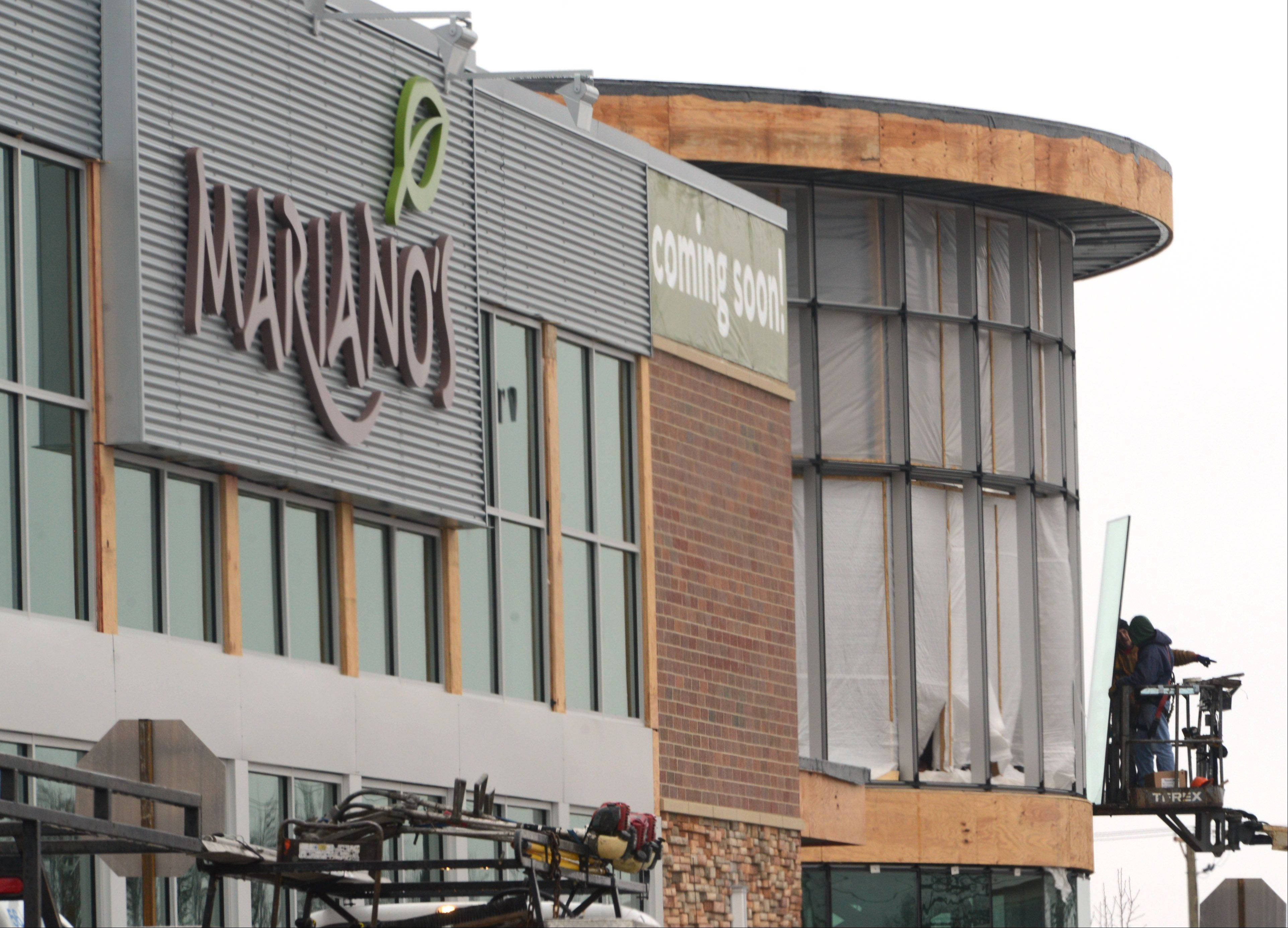 Workers install windows near the front entrance of the new Mariano's in Lake Zurich on Route 22.