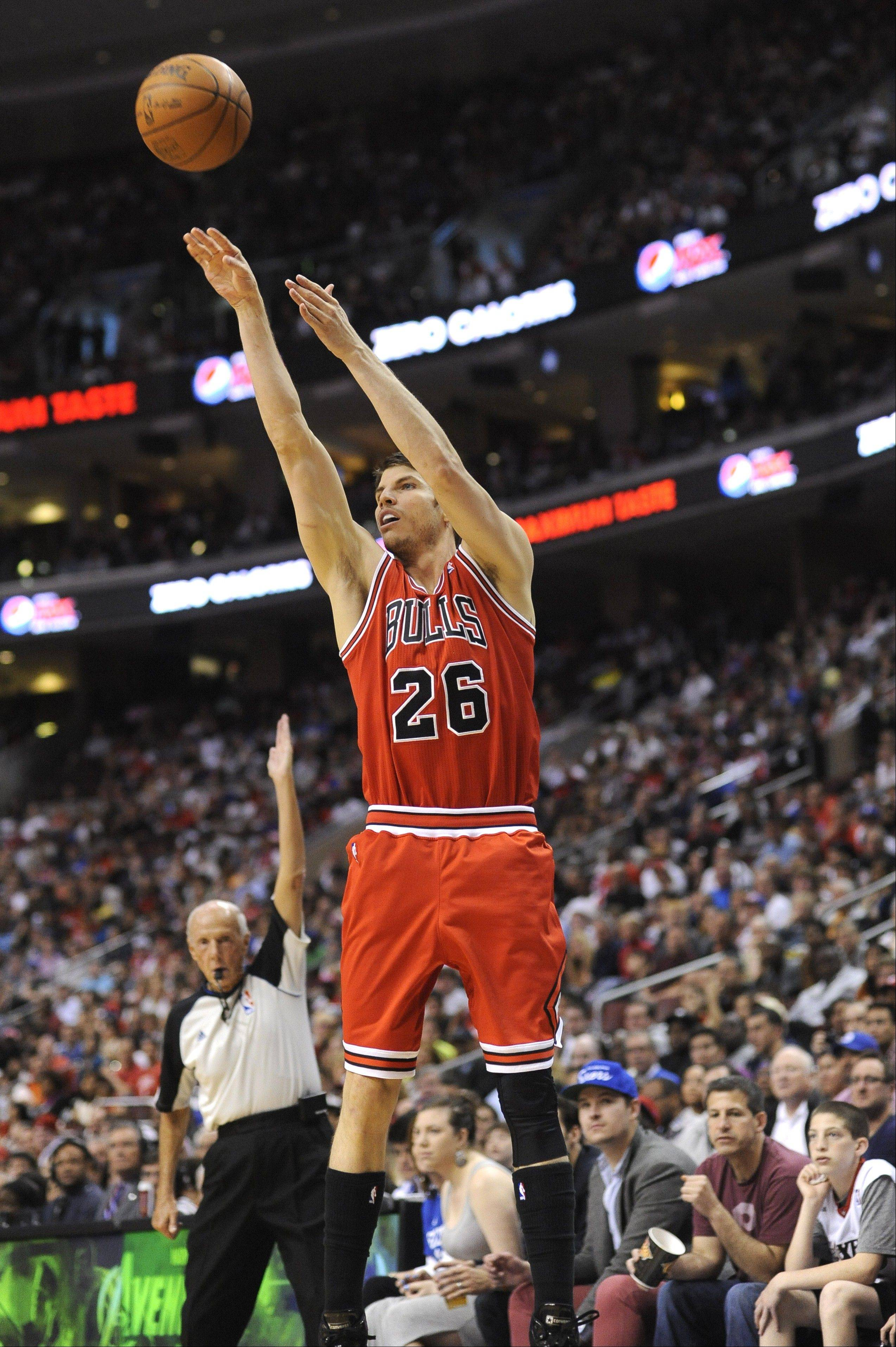 Bulls fans will recall sharpshooter Kyle Korver firing up 3-pointers before he signed with the Hawks as a free agent. Korver owns the NBA record of 102 straight games -- and counting -- making at least one 3-point basket.