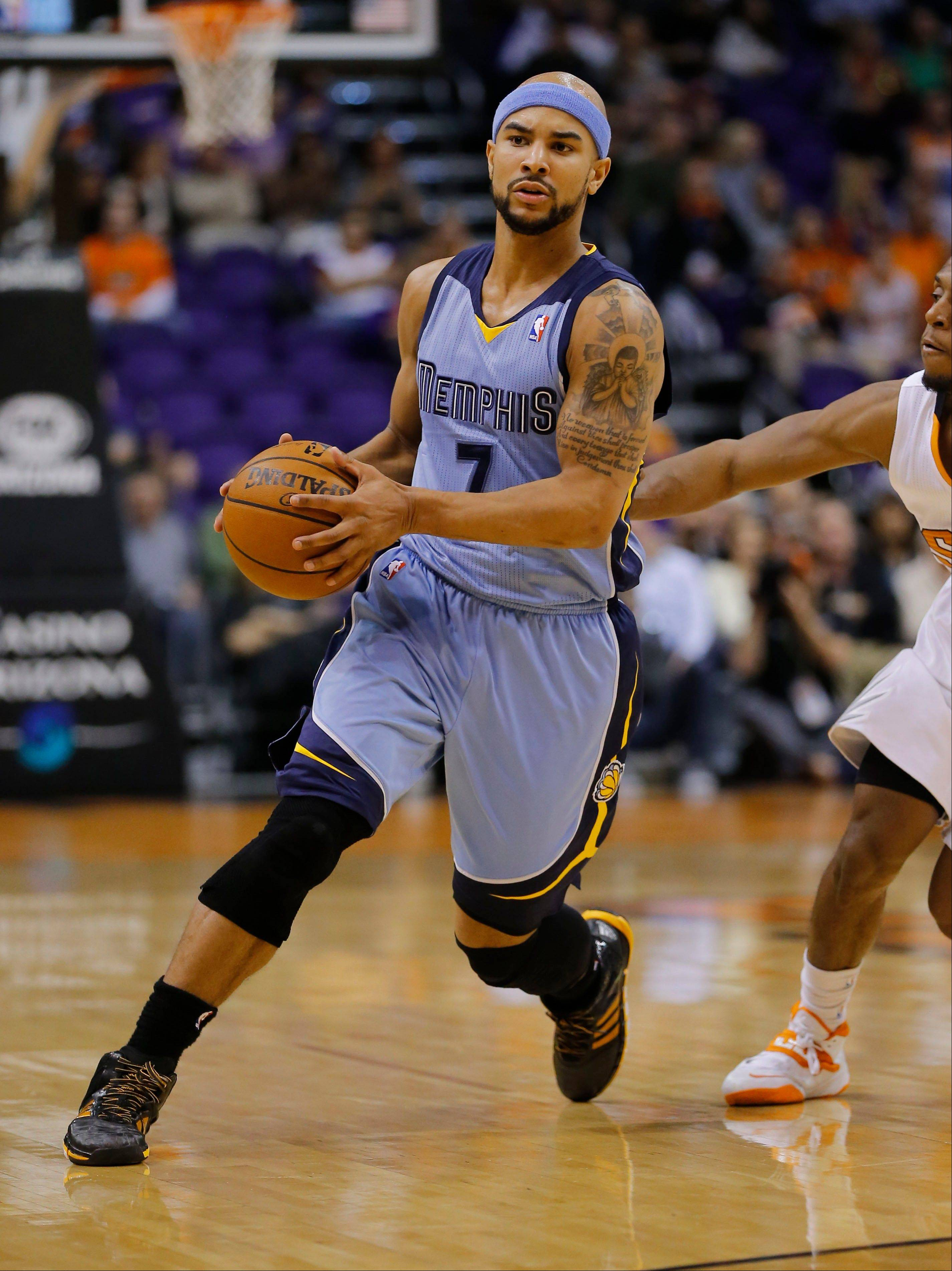 The Memphis Grizzlies' Jerryd Bayless (7) drives past Phoenix Suns' Gerald Green during the first half of a game last week in Phoenix. The Memphis Grizzlies have acquired guard Courtney Lee and have sent Bayless to the Boston Celtics as part of a three-team trade that also includes the Oklahoma City Thunder.