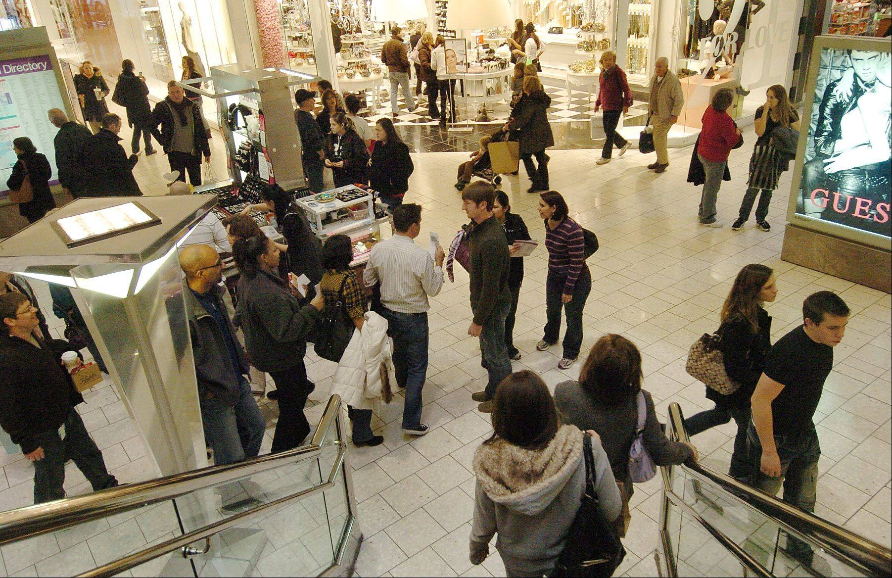 DAILY HERALD/Bob Chwedyk The latest sales data from the holiday season shows that U.S. shoppers increasingly prefer to research clothes, TVs and shoes online, or �virtual window shop,� before heading to stores.