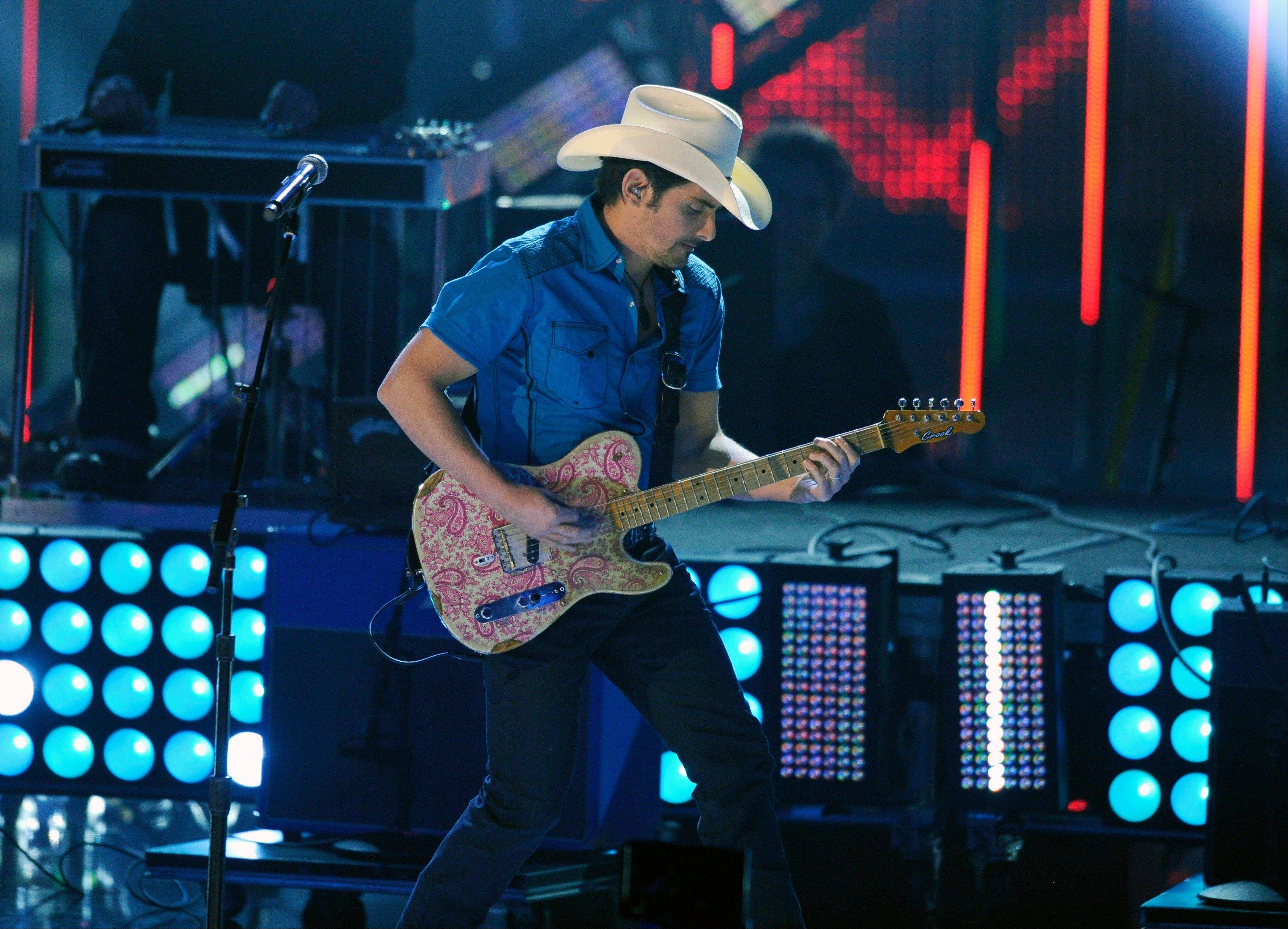 "Associated PressBrad Paisley performs ""The Mona Lisa"" on stage at the 40th annual People's Choice Awards at the Nokia Theatre L.A. Live on Wednesday, Jan. 8, 2014, in Los Angeles."