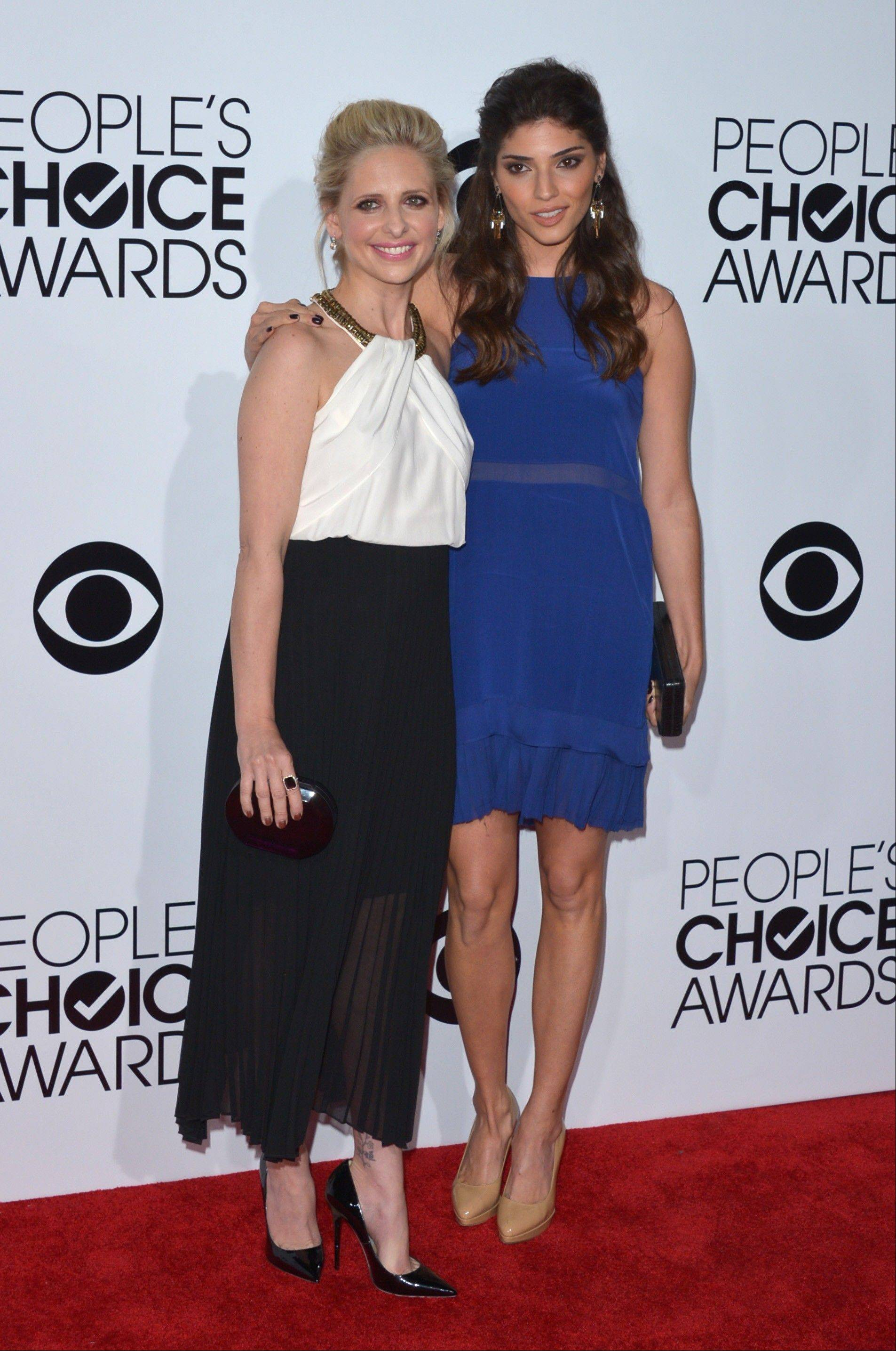 Associated PressSarah Michelle Gellar, left, and Amanda Setton arrive at the 40th annual People's Choice Awards Wednesday in Los Angeles.