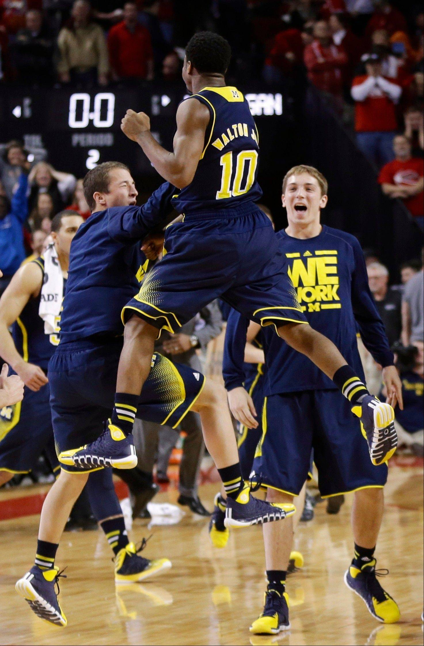 Derrick Walton Jr. (10) and his Michigan teammates celebrate at the end of Thursday�s road game against Nebraska.