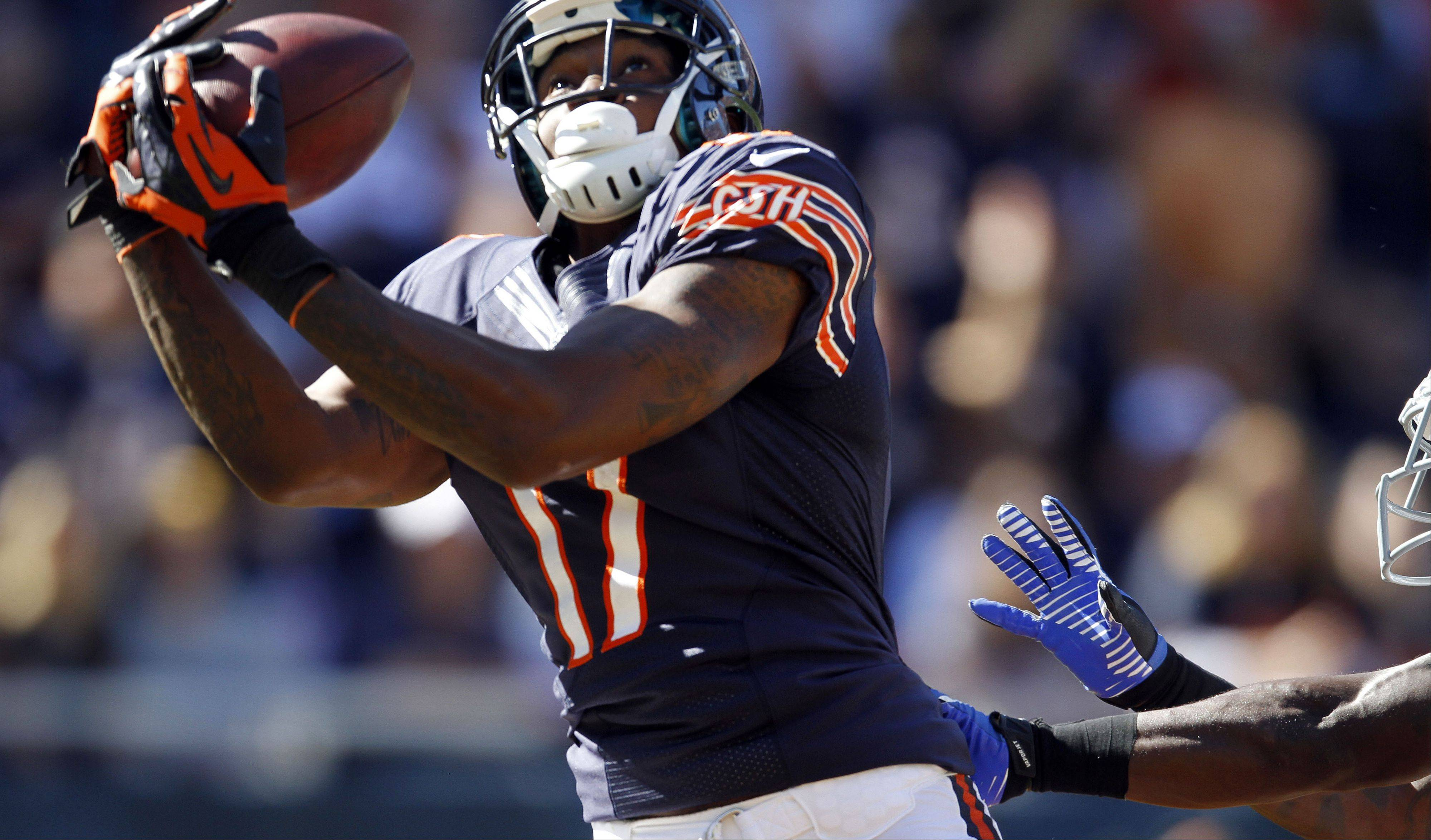 Steve Lundy/slundy@dailyherald.com Chicago Bears wide receiver Alshon Jeffery makes a touchdown catch in the 4th quarter during the Bears season opener against the Indianapolis Colts at Soldier Field in Chicago. The Bears won 41-21.