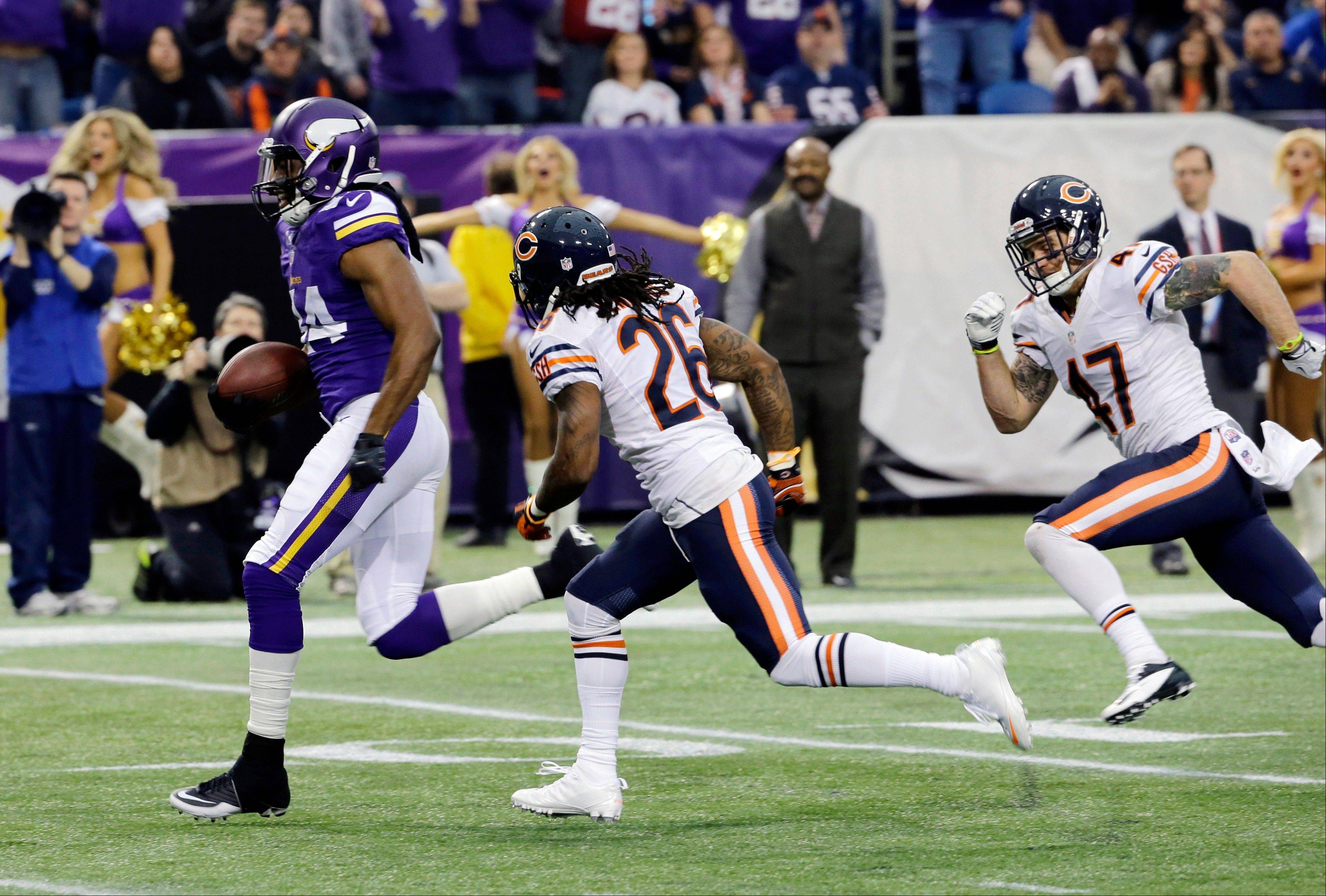 Minnesota Vikings wide receiver Cordarrelle Patterson, left, runs from Chicago Bears defenders Tim Jennings (26) and Chris Conte (47) for a 33-yard touchdown run in the first half of an NFL football game, Sunday, Dec. 1, 2013, in Minneapolis.