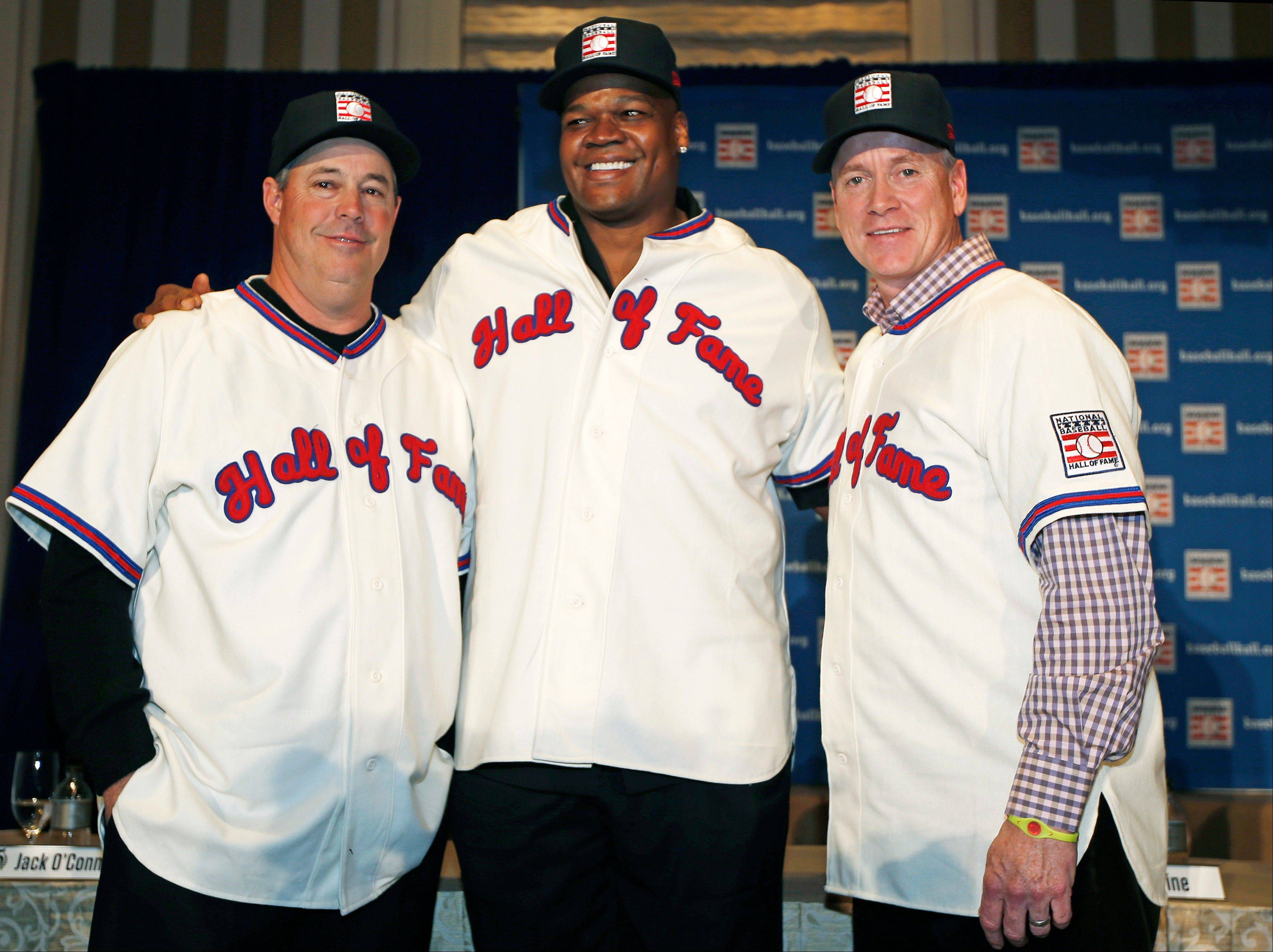Former Atlanta Braves pitchers Greg Maddux, left, and Tom Glavine, right, pose with former White Sox slugger Frank Thomas during a press conference announcing their election into the 2014 Baseball Hall of Fame class, Thursday, Jan. 9, 2014, in New York.