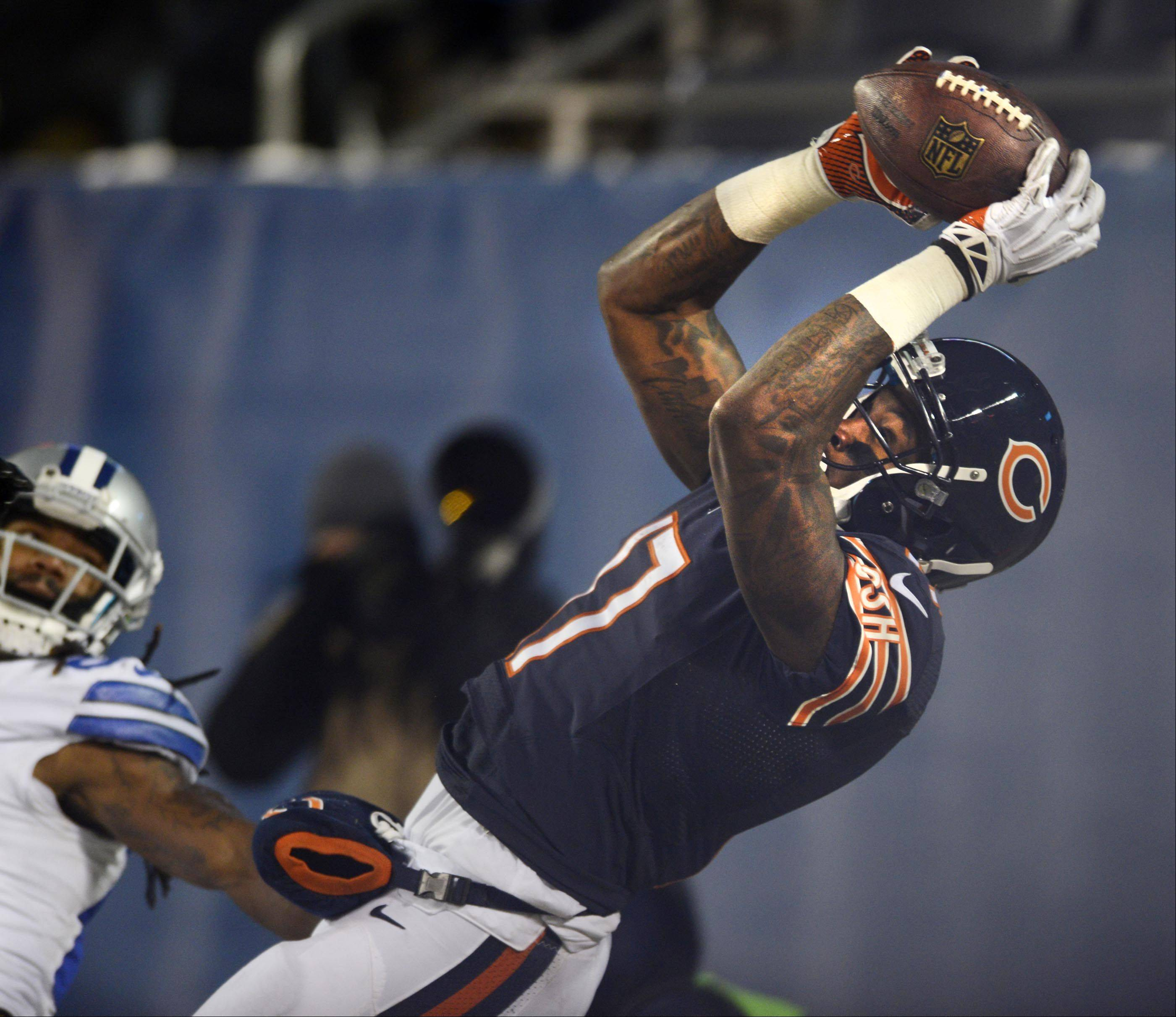 John Starks/jstarks@dailyherald.com ¬ Chicago Bears wide receiver Alshon Jeffery keeps his feet inbounds as he hauls in a late first half touchdown pass as Dallas Cowboys strong safety Jeff Heath covers Monday at Soldier Field in Chicago.