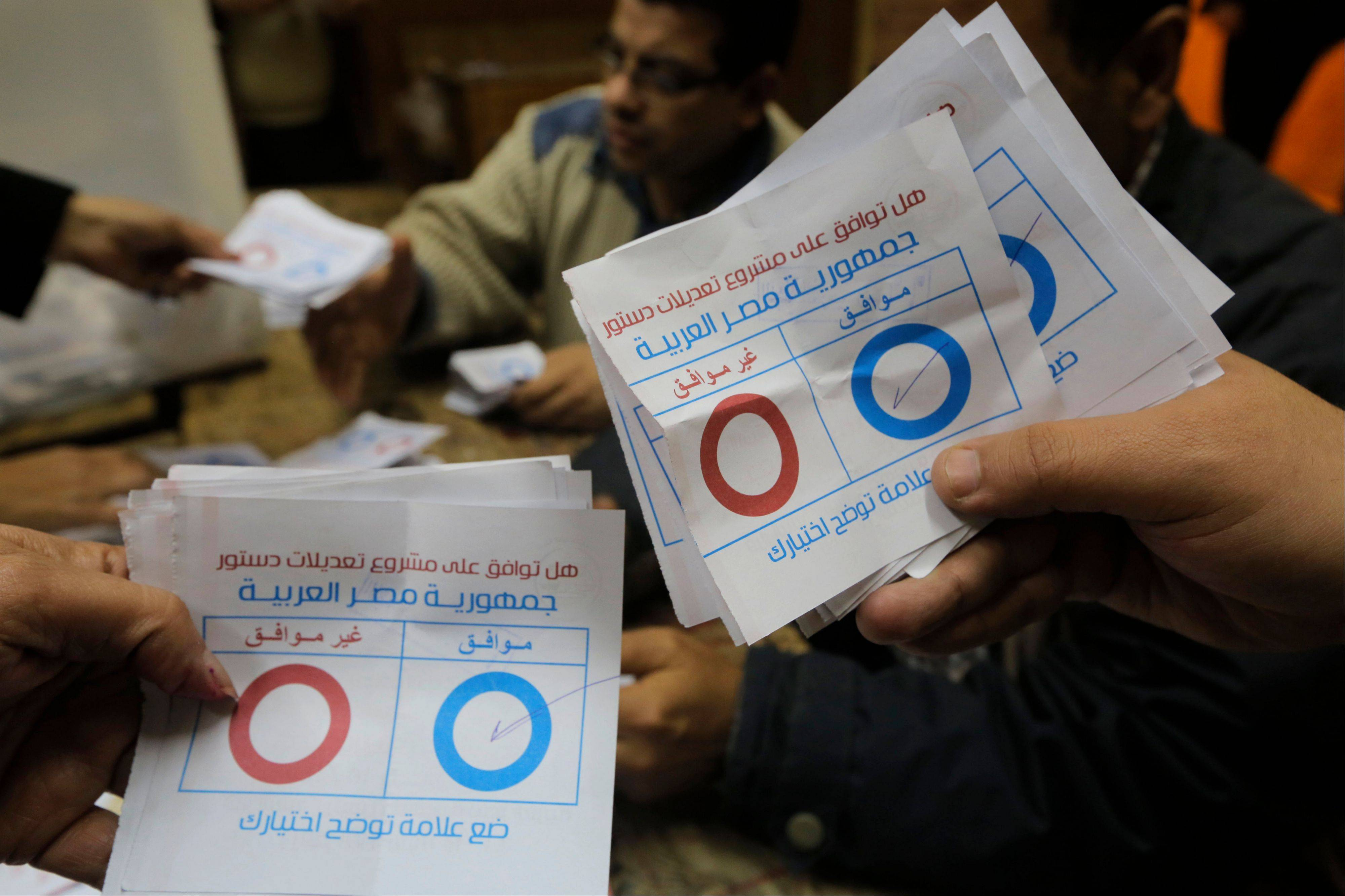 An overwhelming majority of Egyptians who voted on the country's new constitution have backed the draft charter, a senior Egyptian official said Thursday.