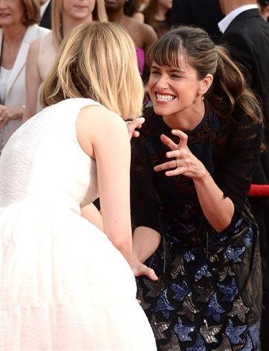 Amanda Peet, right, and Sarah Paulson have some fun on the red carpet before the SAG Awards.
