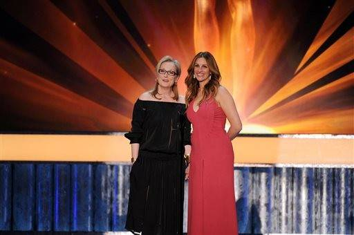 """August Osage County"" stars Meryl Streey and Julia Roberts take a turn as SAG presenters."