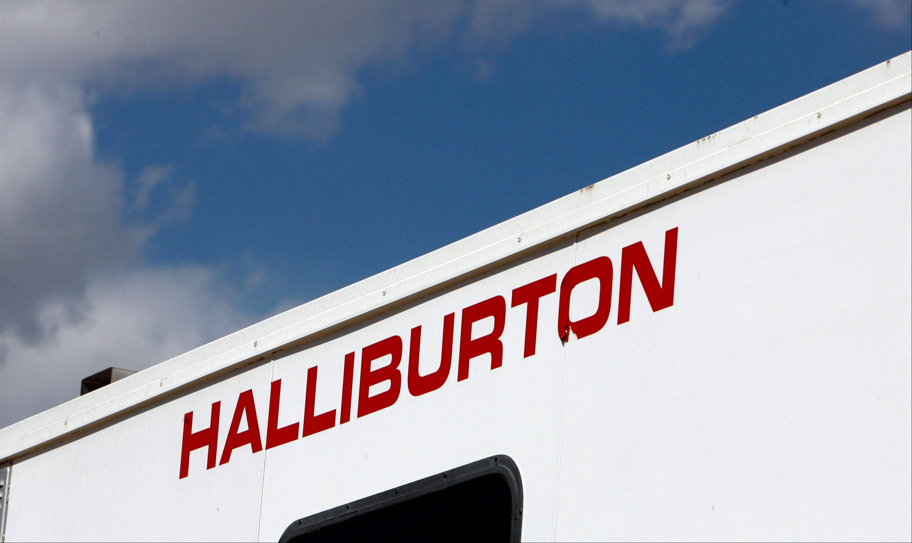 Halliburton�s fourth-quarter net income rose 19 percent, led by growth in its international operations.