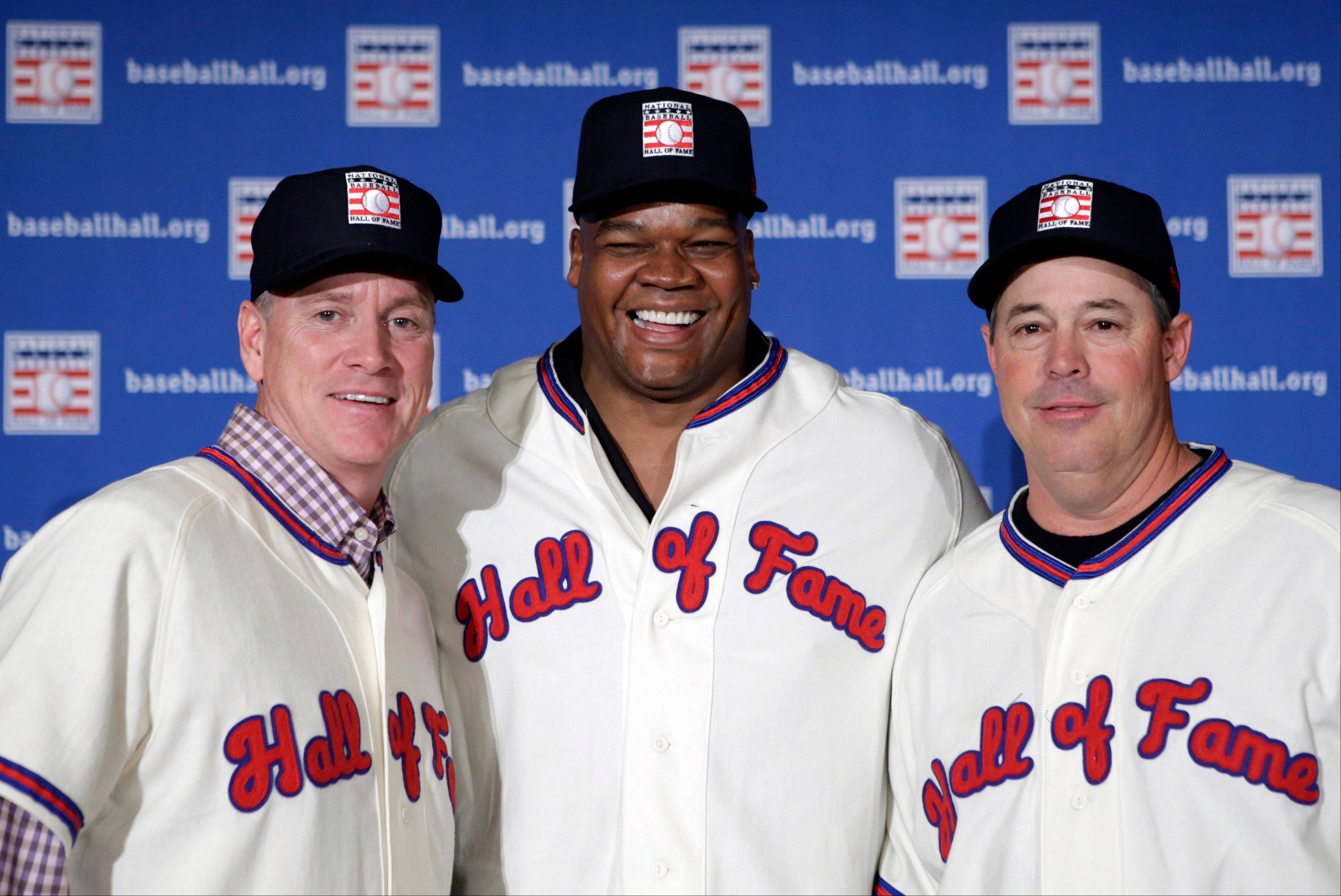 Greg Maddux, right, has decided to go into the Hall of Fame without a Cubs or Braves logo on his plaque. Frank Thomas, center, will go in with a White Sox logo.