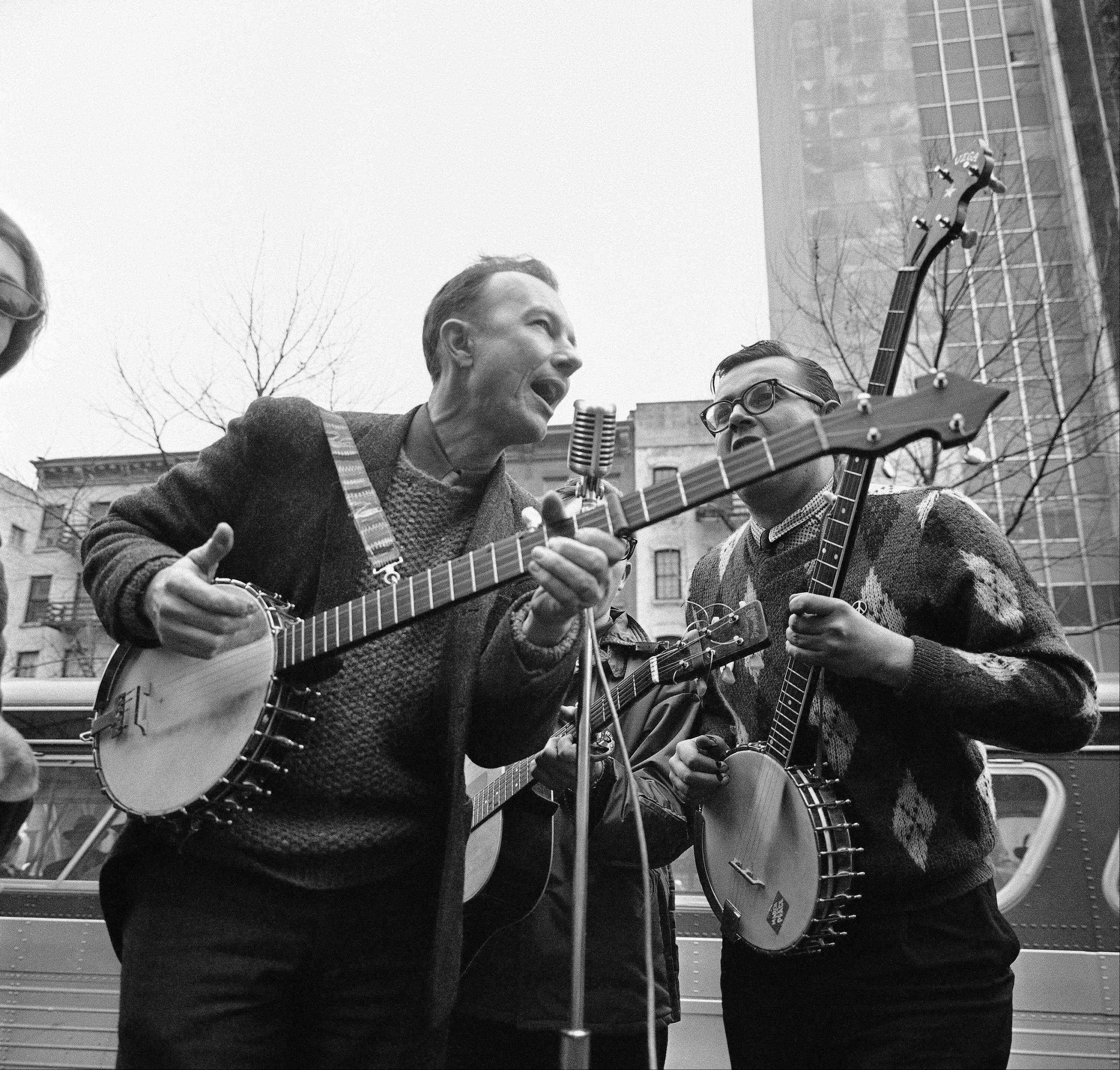 Folk singer Pete Seeger, left, performed at the Rally for D�tente at Carnegie Hall in New York in 1975. The American troubadour, folk singer and activist died Monday.