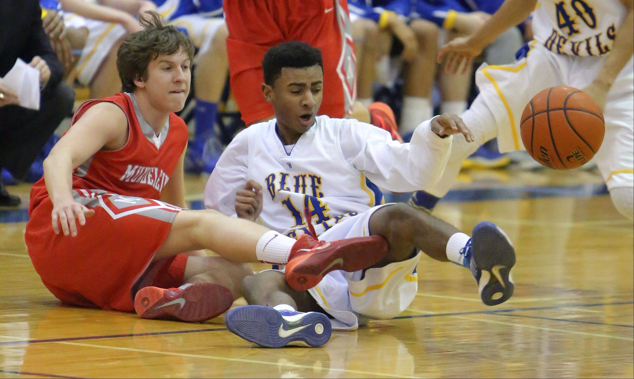 Mundelein�s Sam Nelson, left, and Warren�s Adrian Deere scramble for a loose ball.